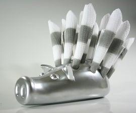 Porkupine: Serviette holder made from cardboard and body filler