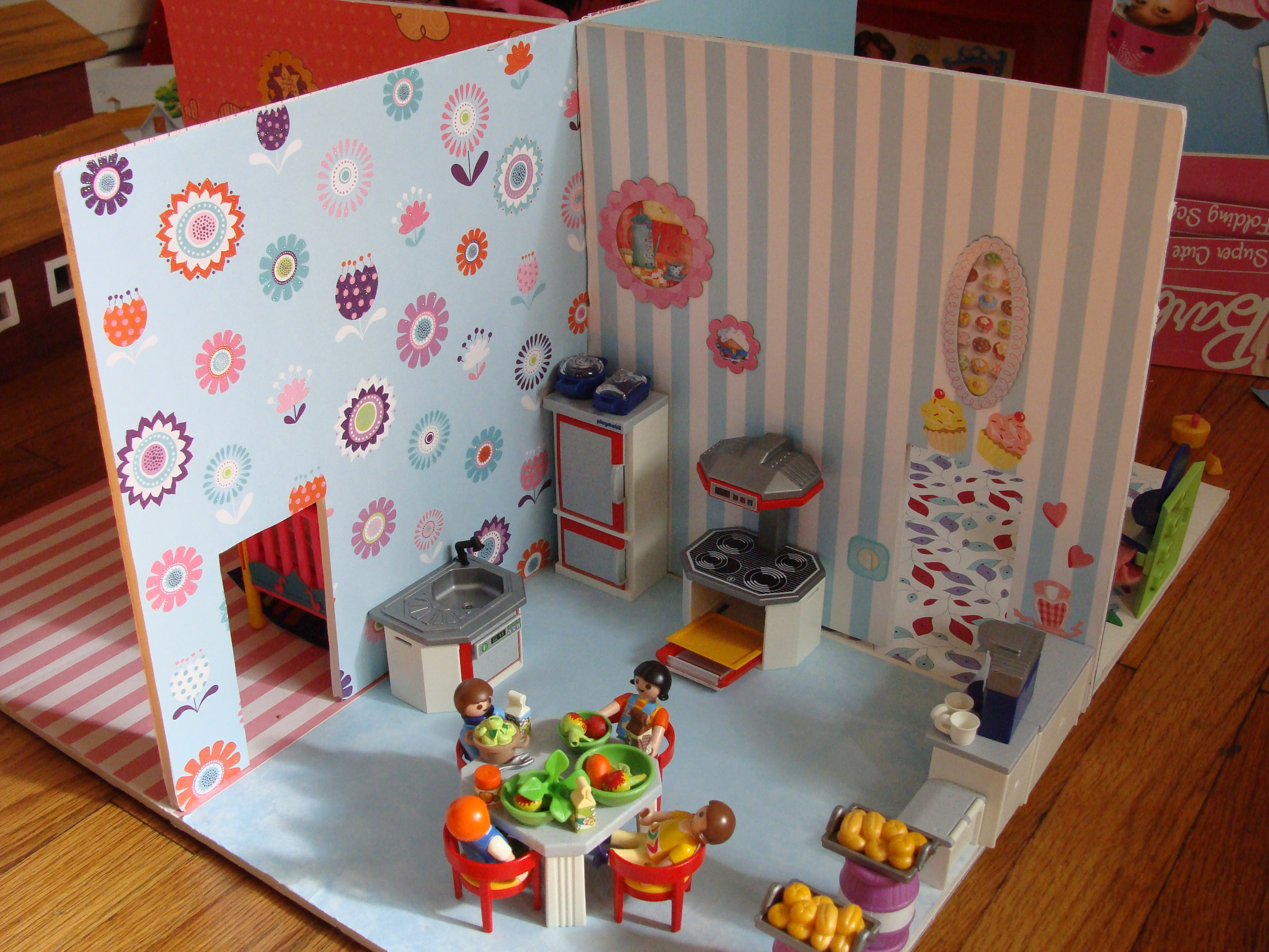 Picture of Dollhouse for Small Play Set Figures