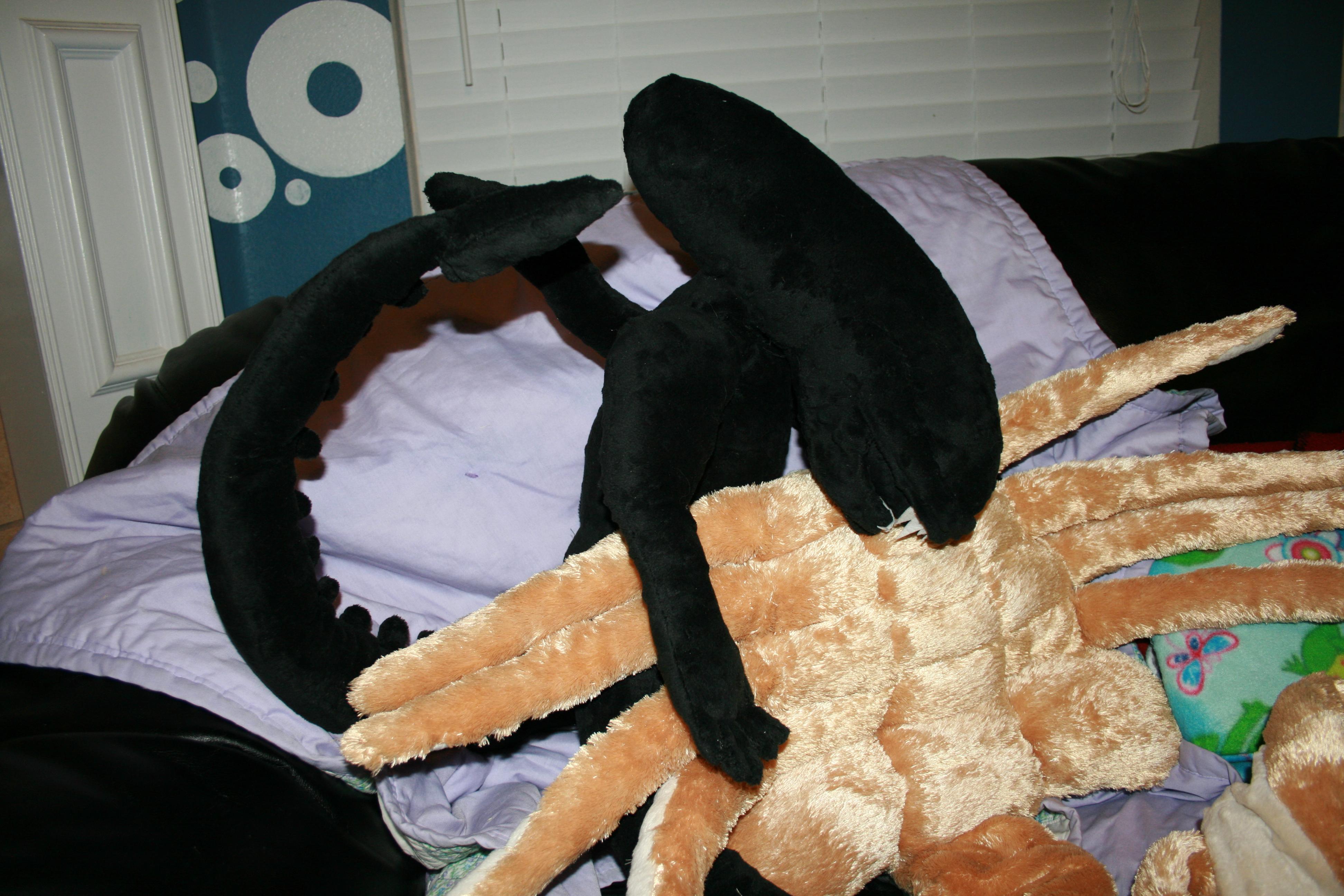 Picture of Alien Facehugger Pillow Pet