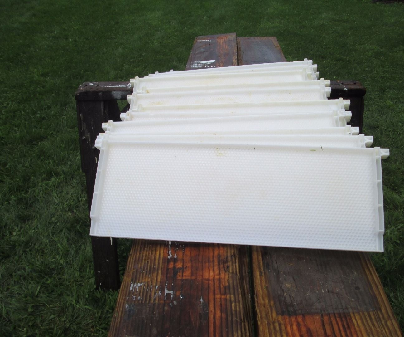 Salvaging Plastic Beehive Frames: 4 Steps