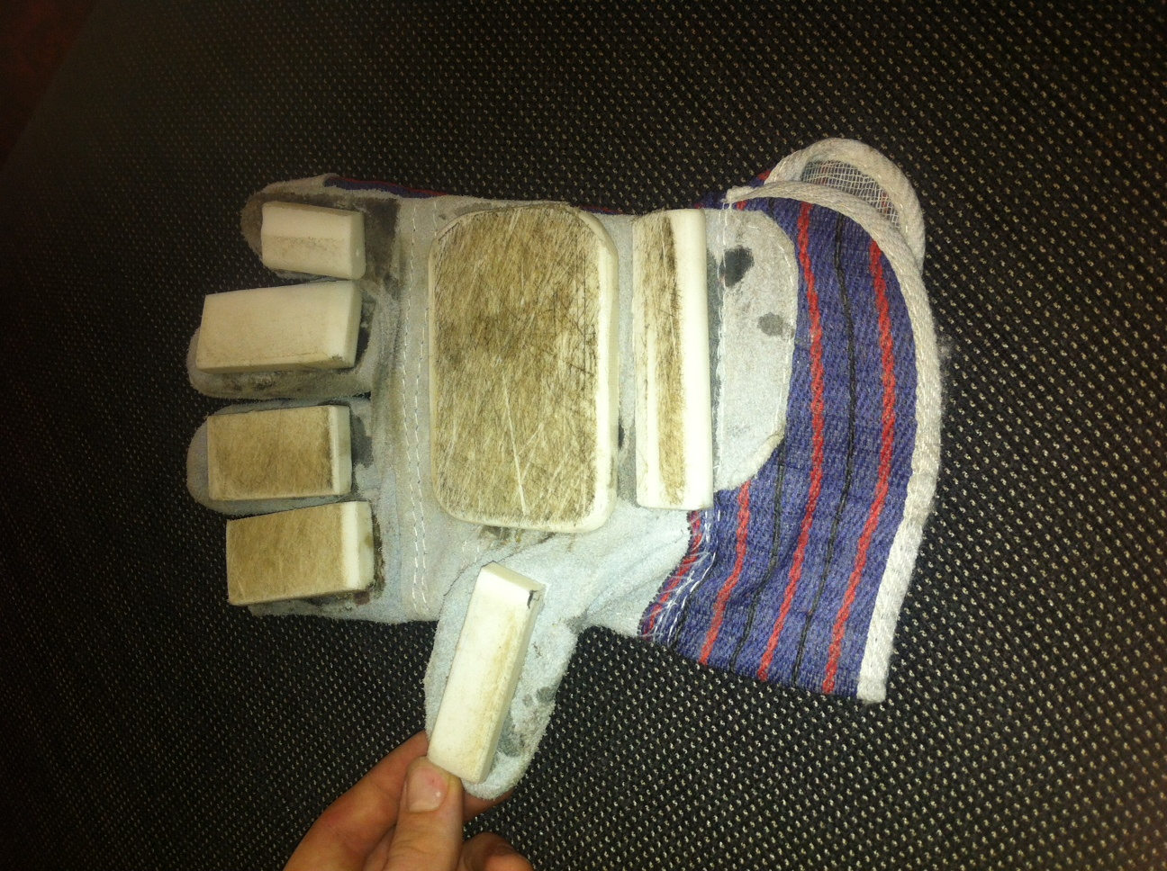 Picture of DIY Longboarding Gloves From Household Items