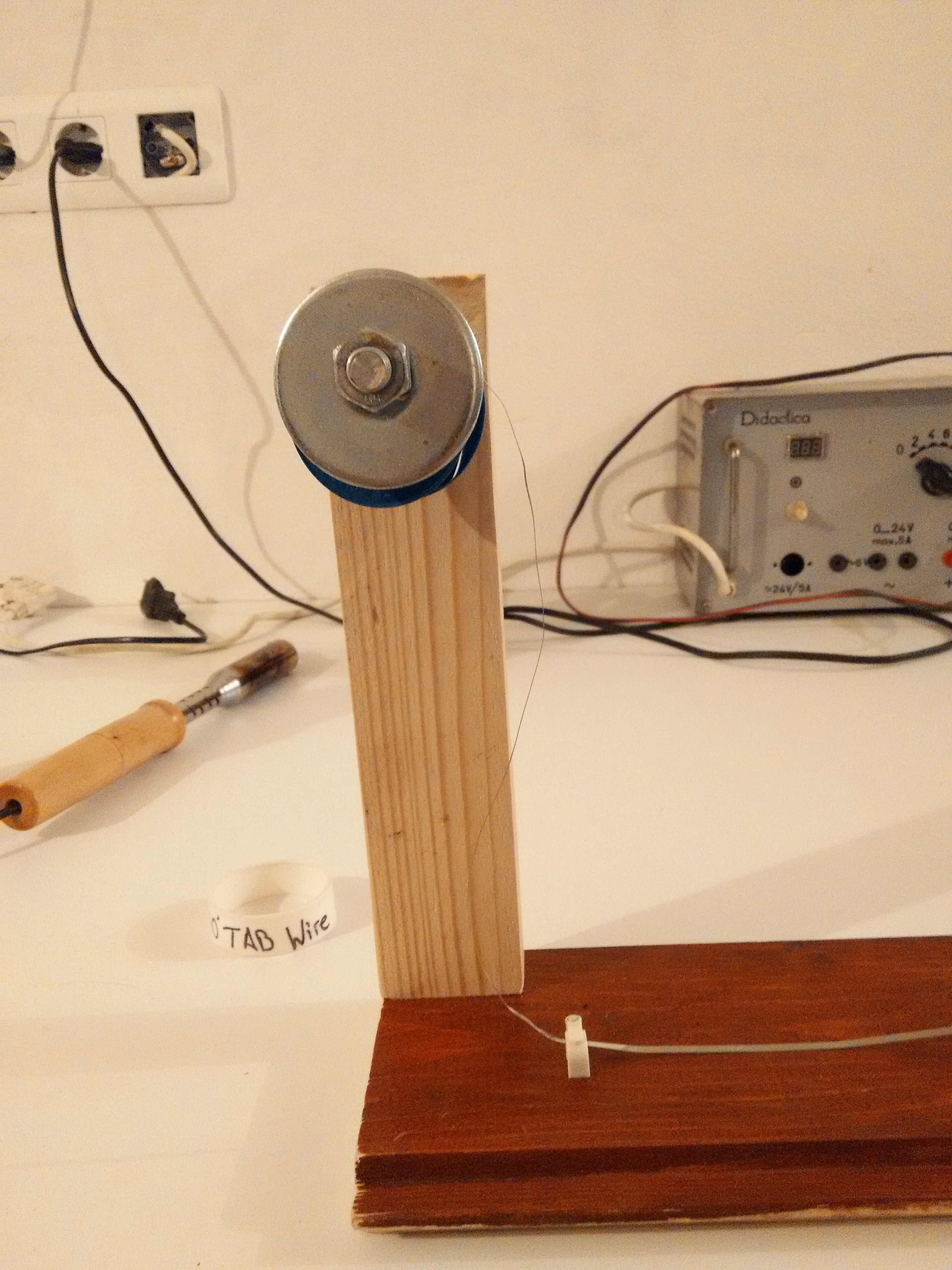 Picture of Tabbing Wire Support for Easy Cutting.
