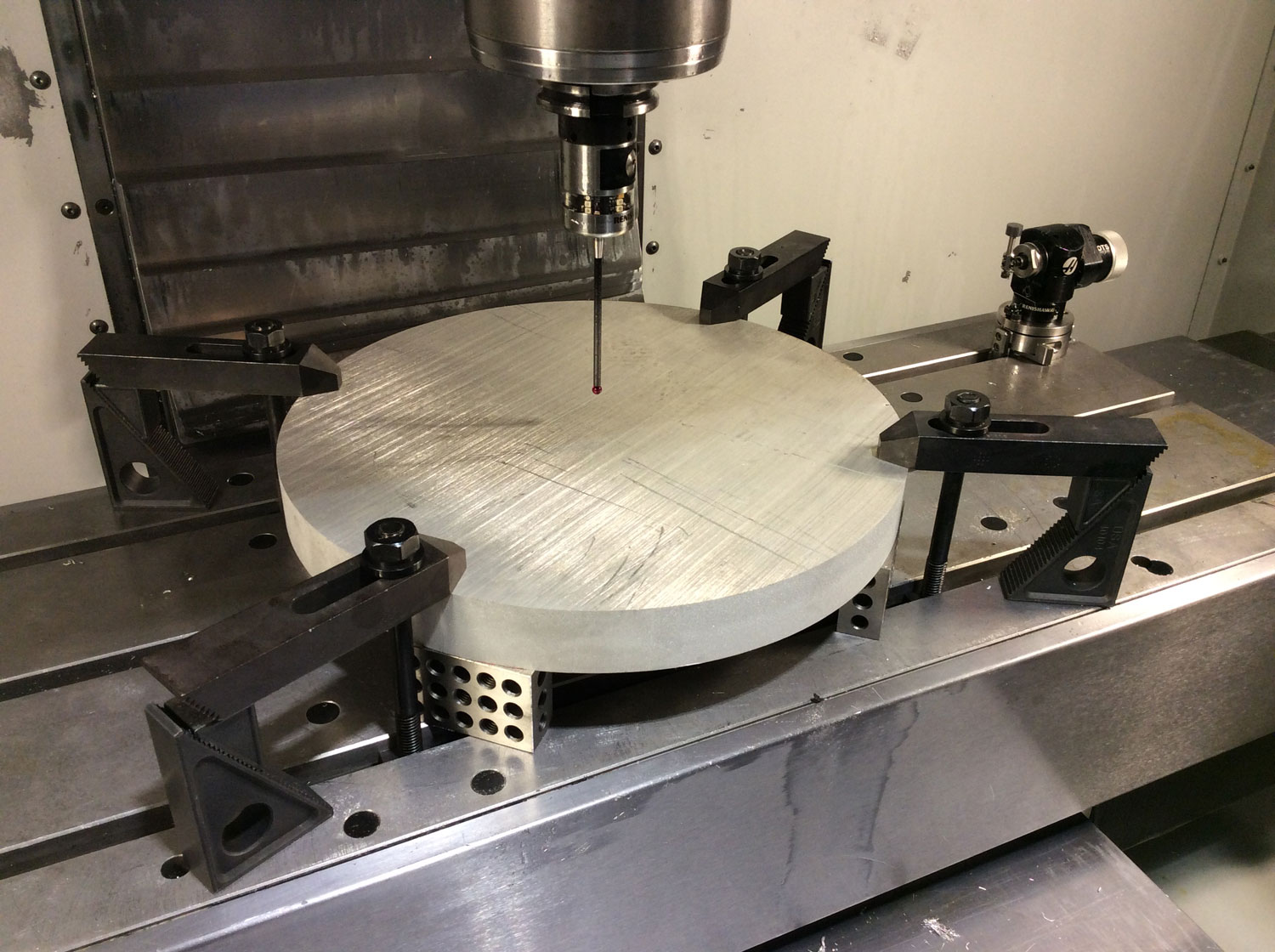 Picture of OP-1 Setup in Fusion 360 and on the Haas VF2 Milling Machine