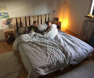Simple, Elegant Pallet Bed