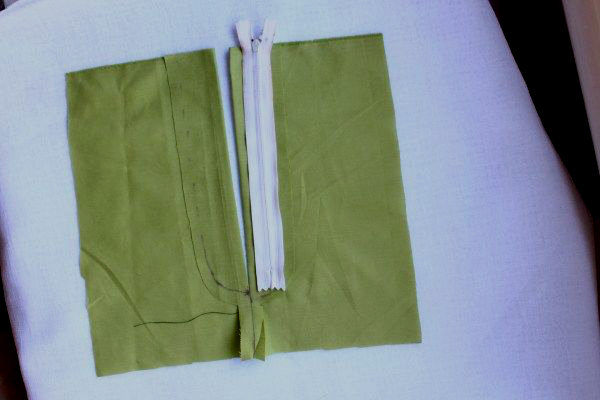 Picture of Choose Which Side the Zip Will Be Stitched