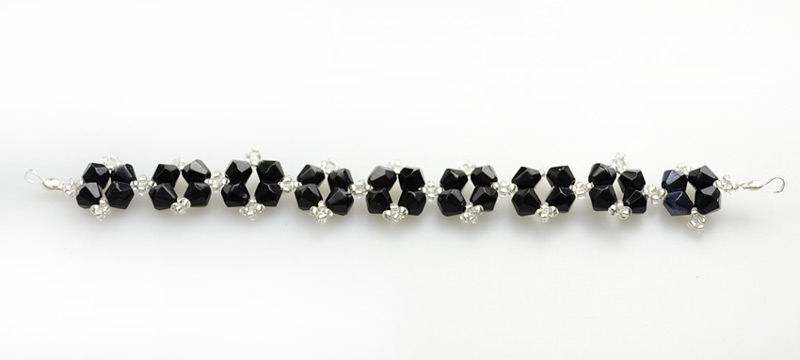 Picture of Handcrafted Beaded Jewelry Designs-beaded Bracelet With Simple Black and White Colors