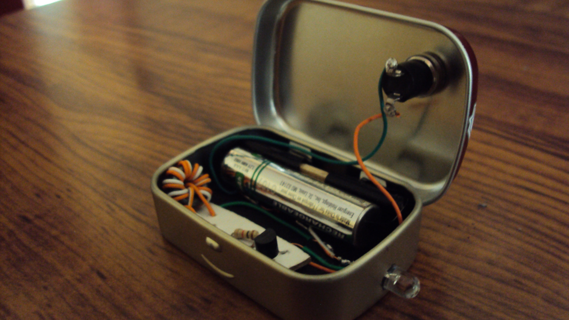 Picture of DIY ALTOIDS SMALLS JOULE THIEF FLASHLIGHT
