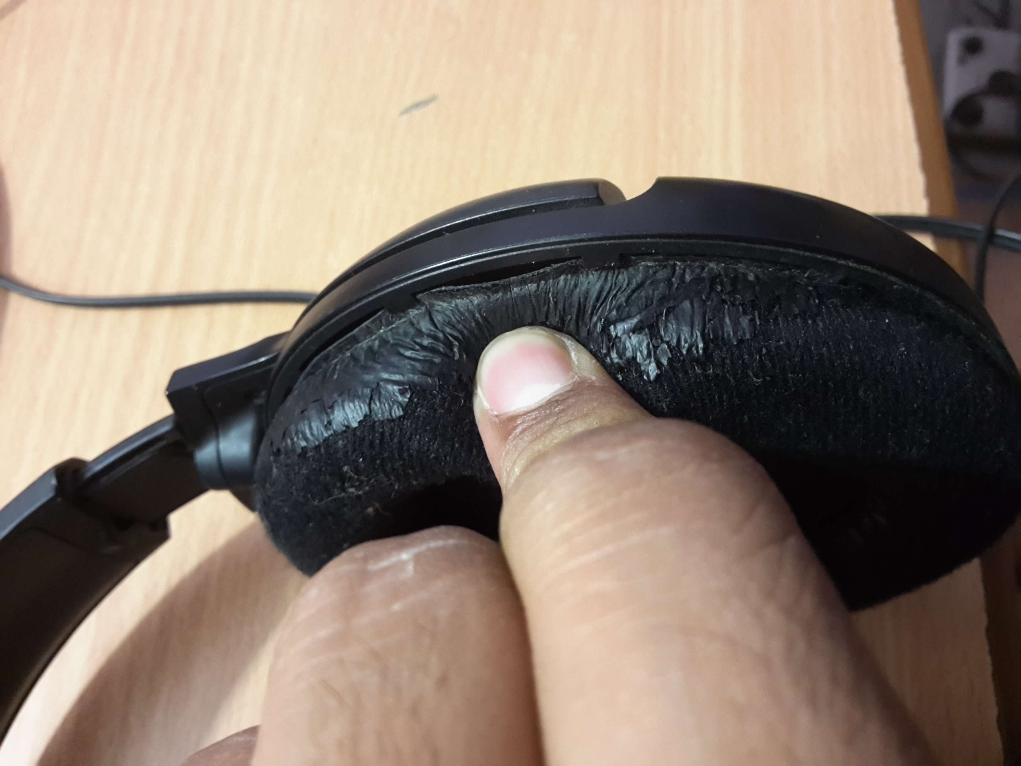 Picture of Removing the Headphone Driver Unit From Sennheiser Housing