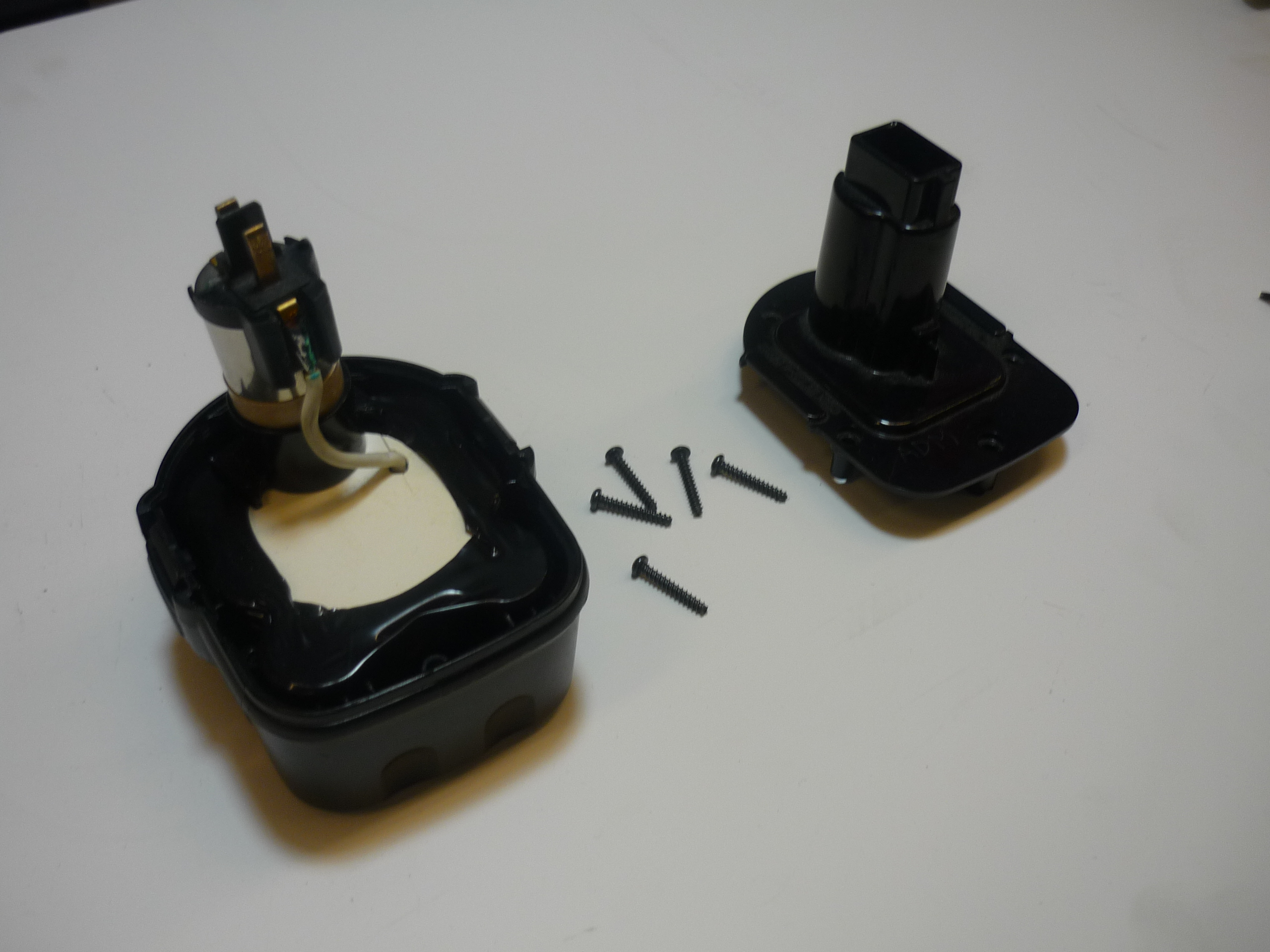 Picture of Disassembling the Old Battery (NiMH)