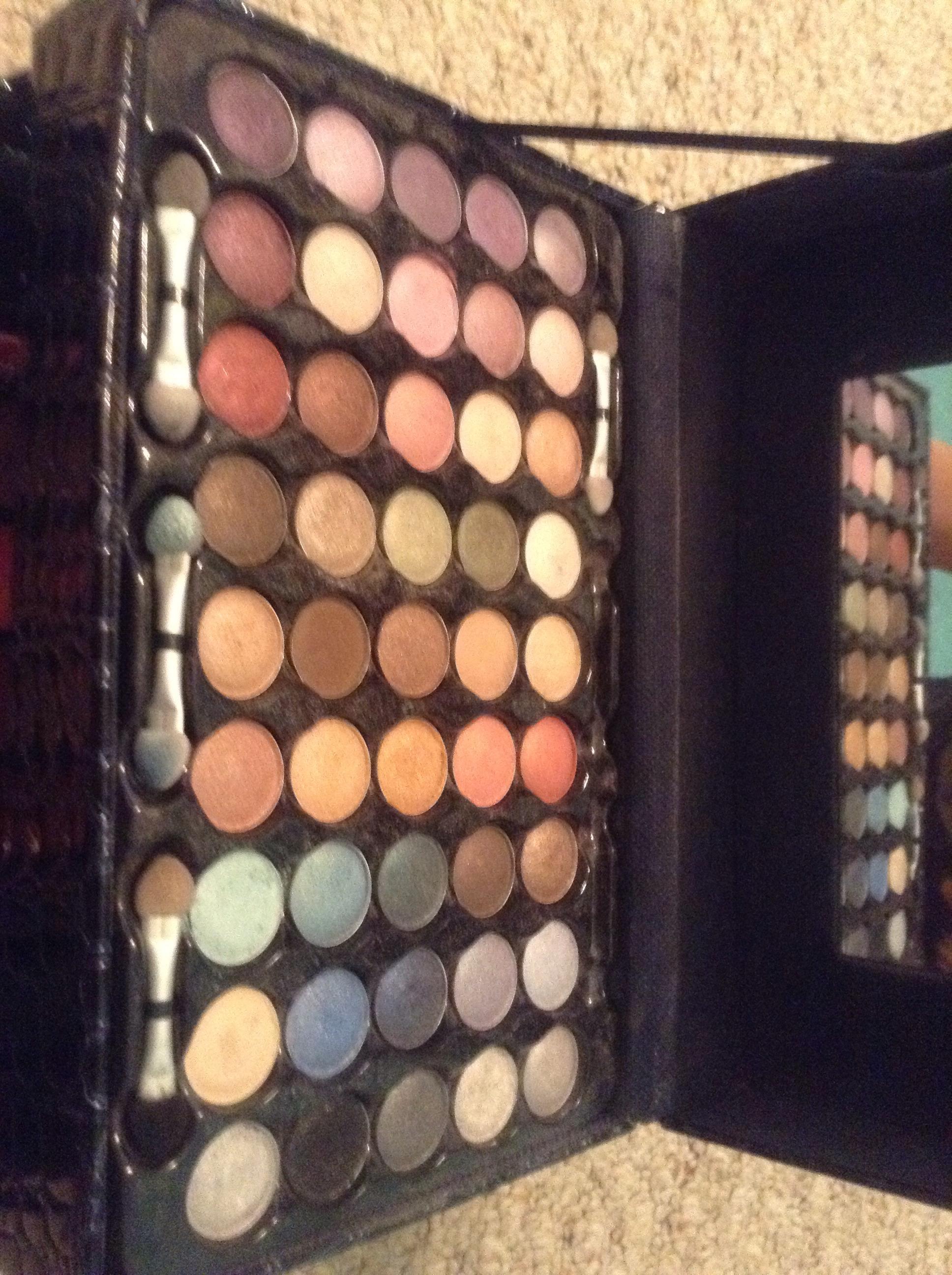 Picture of •DIY•EyeShadow Lips•
