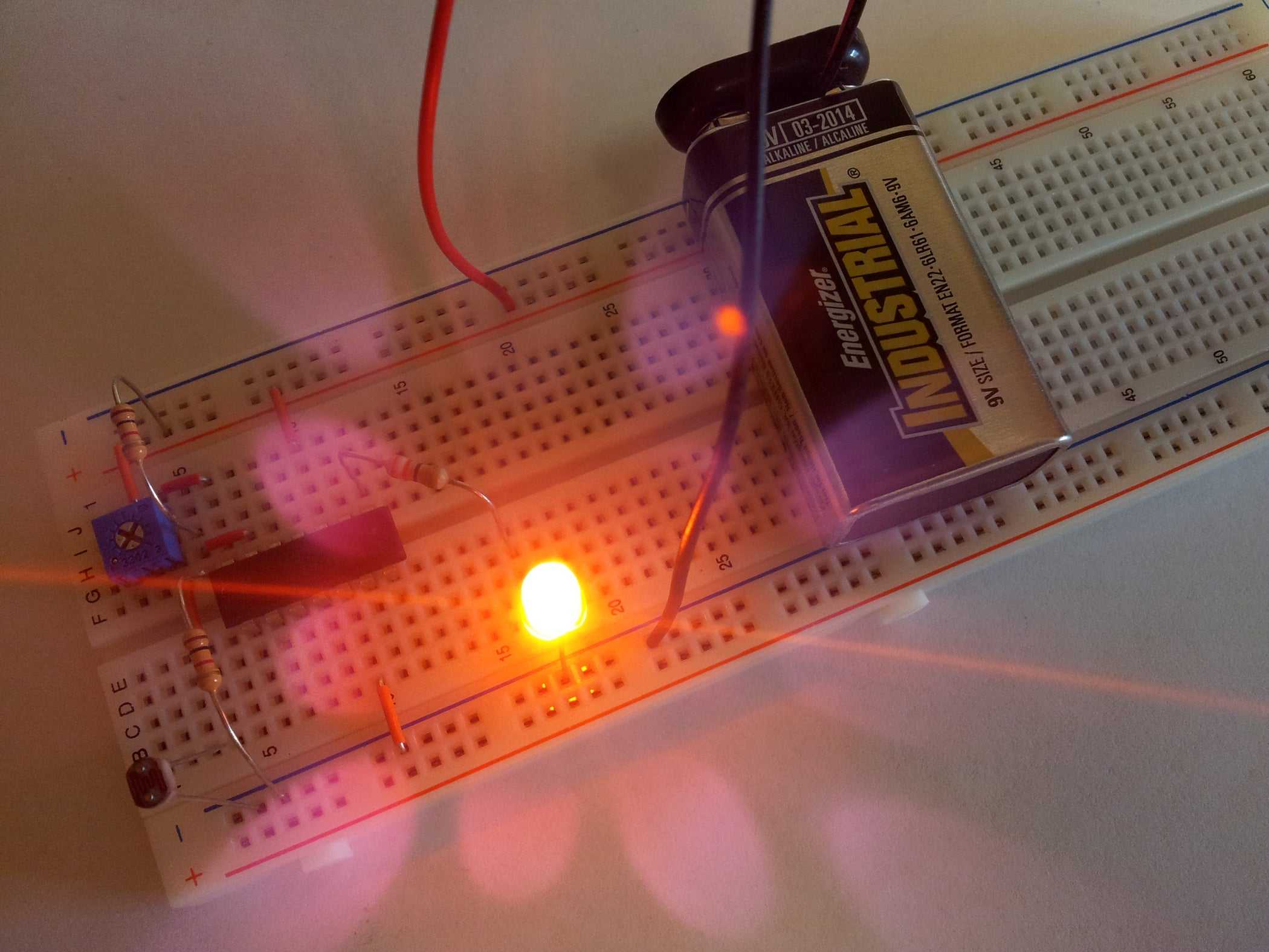 Simple Light Detector With Sensitivity Control 7 Steps Pictures Model Railroad Flashing Circuit 1