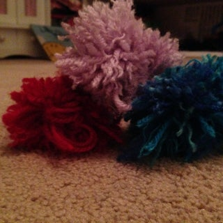 How to Make a Pom Pom With Your Hand