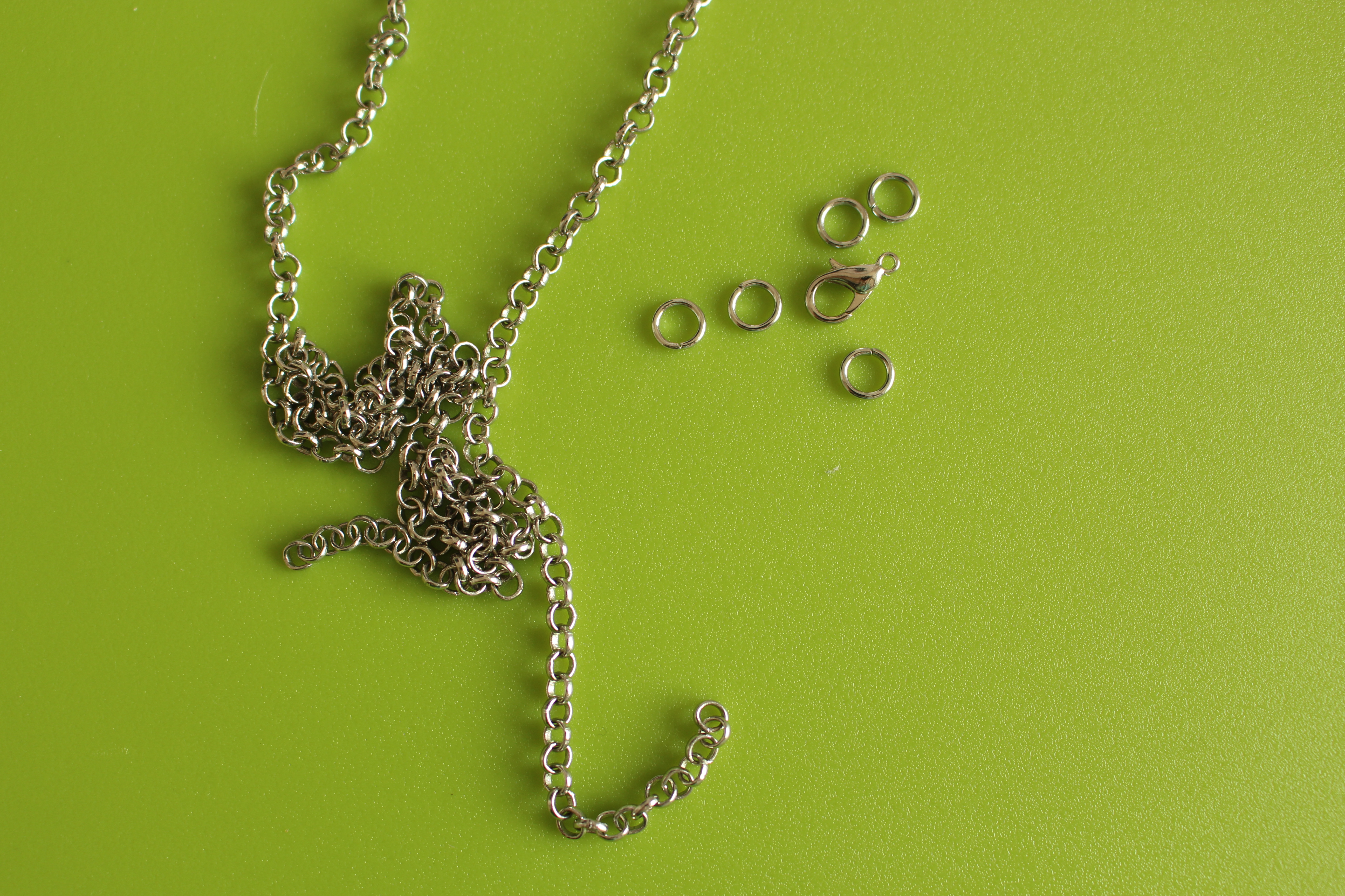 Picture of Necklace Materials