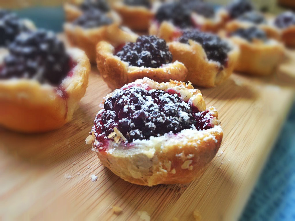Picture of Mouth-optimized Blackberry Mini Pies