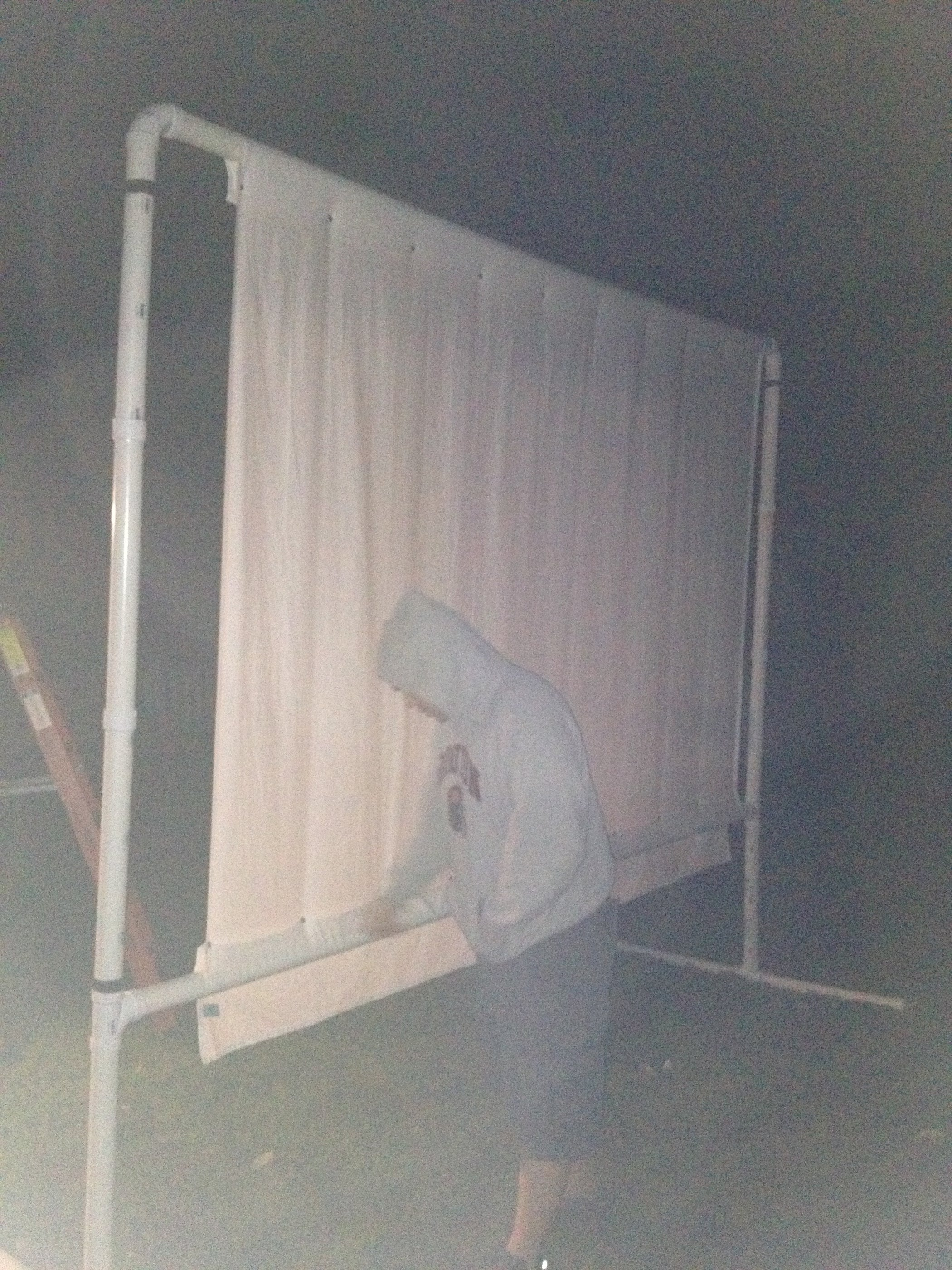 Outdoor Projector Screen On A Budget: 6 Steps (with Pictures