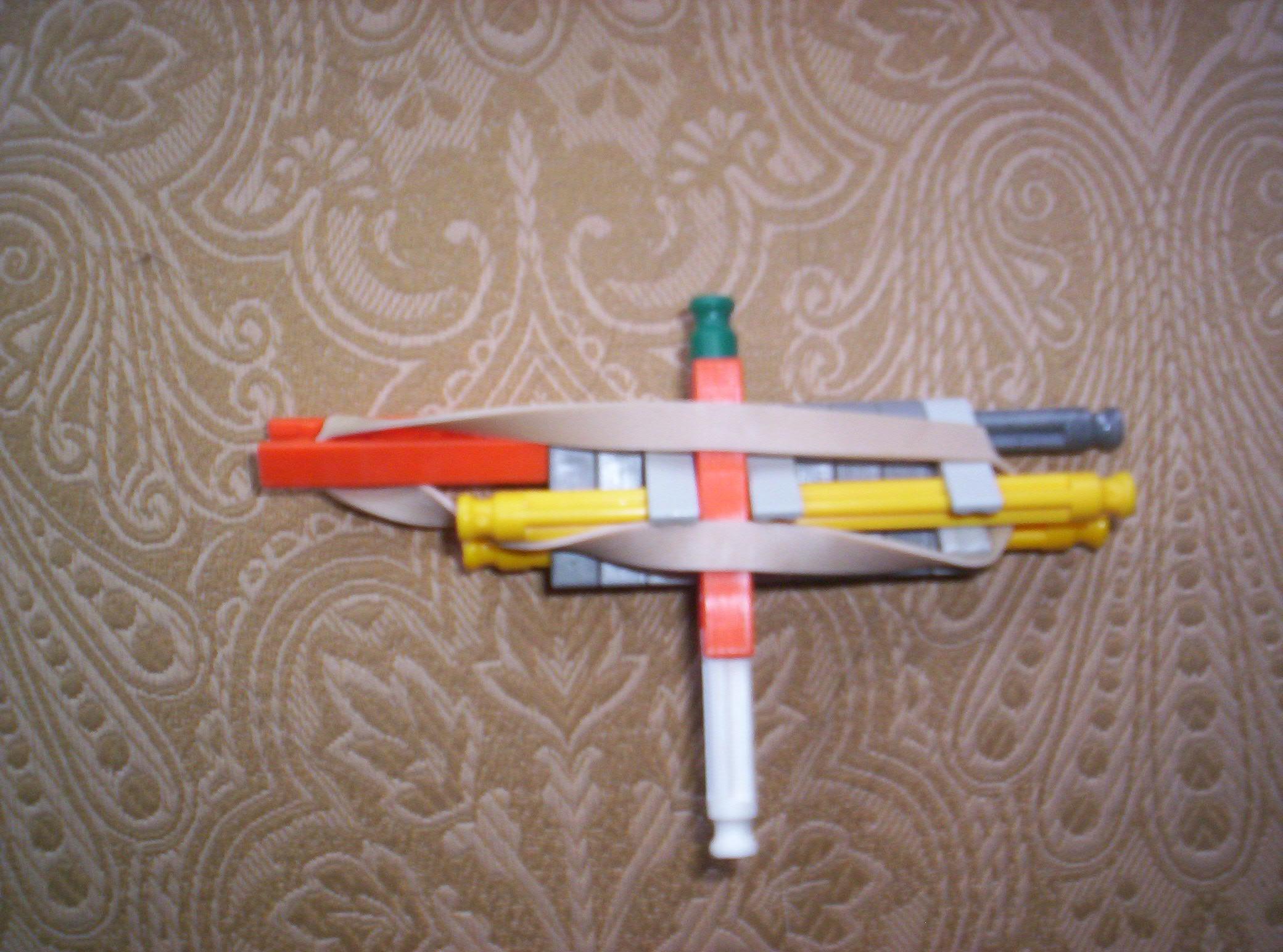 "Picture of The Best Beginer Knex Gun by ""bannana Inventor"""