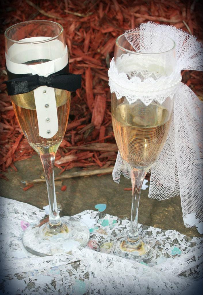 Picture of Bride & Groom Decorative Wedding Glasses