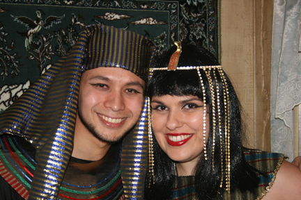 Picture of Make a King Tut/Pharaoh Head Piece From an Old Hat