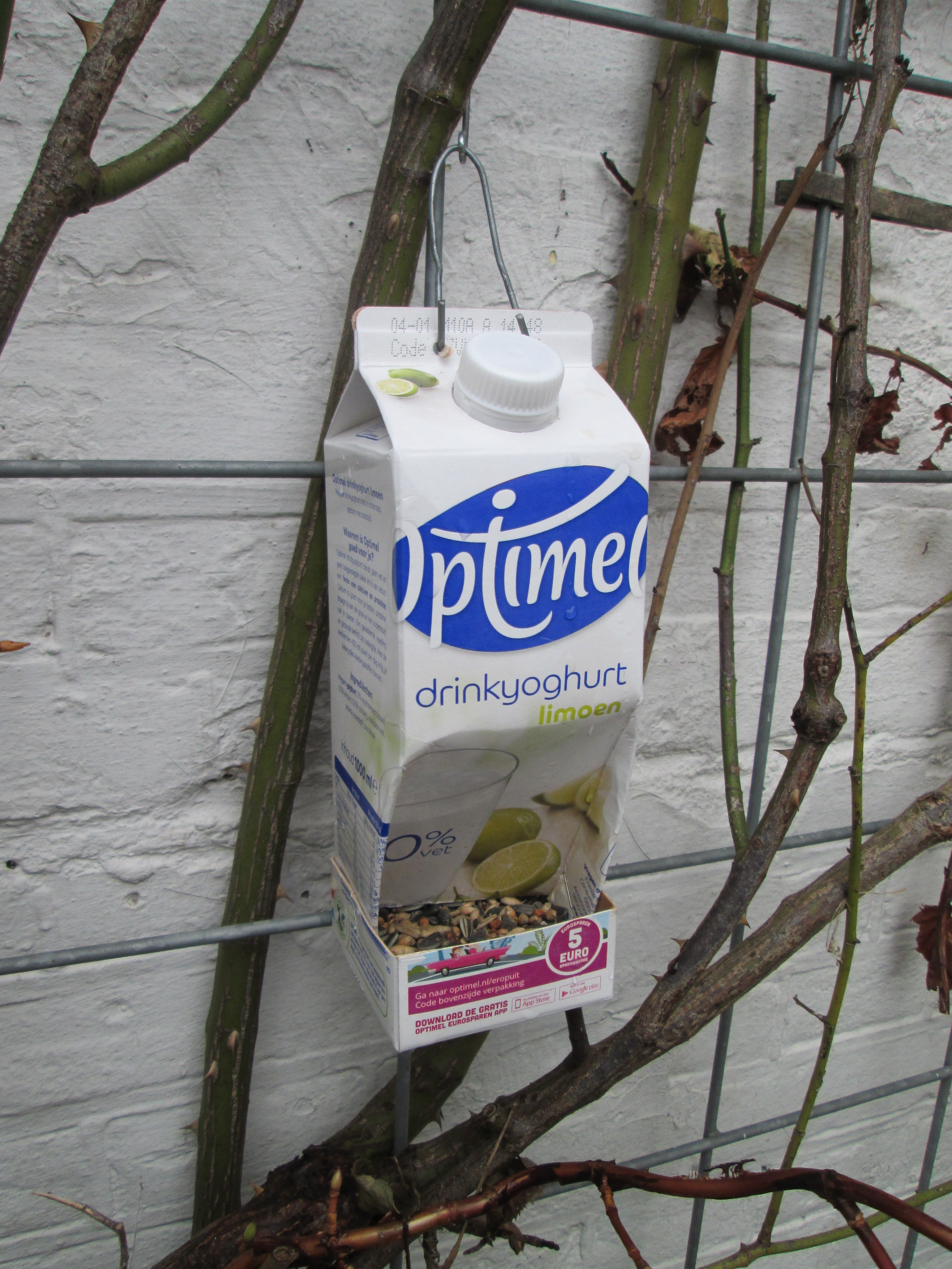 Picture of Recycled Milkcarton Birdseed Dispencer