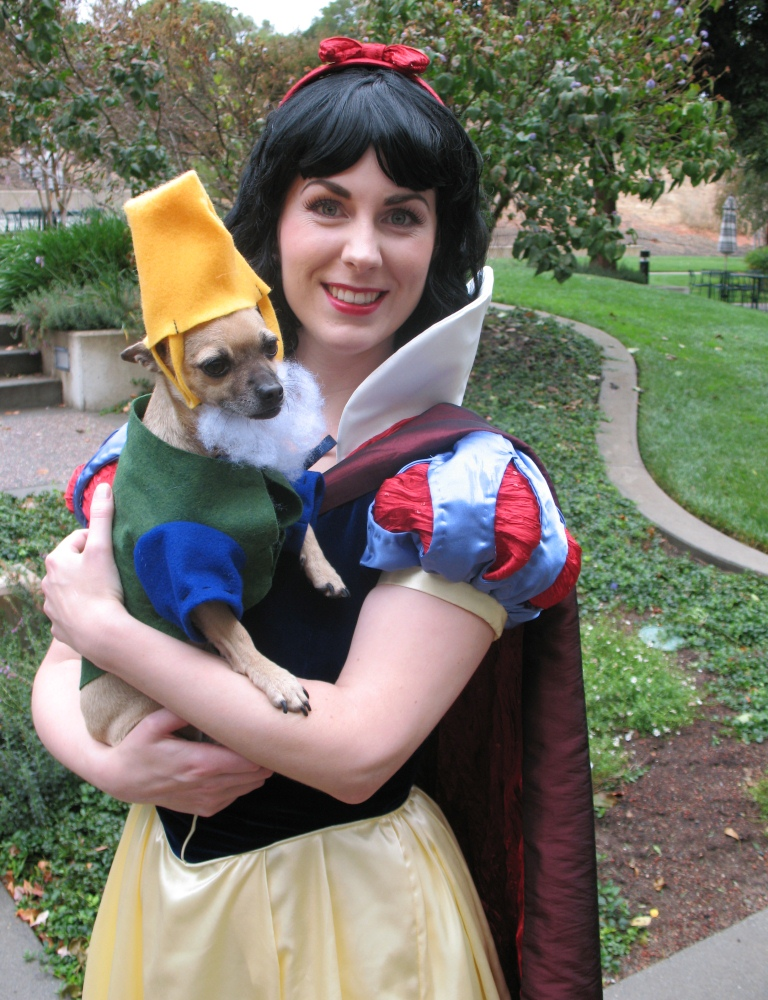 Picture of Snow White and Happy the Dwarf