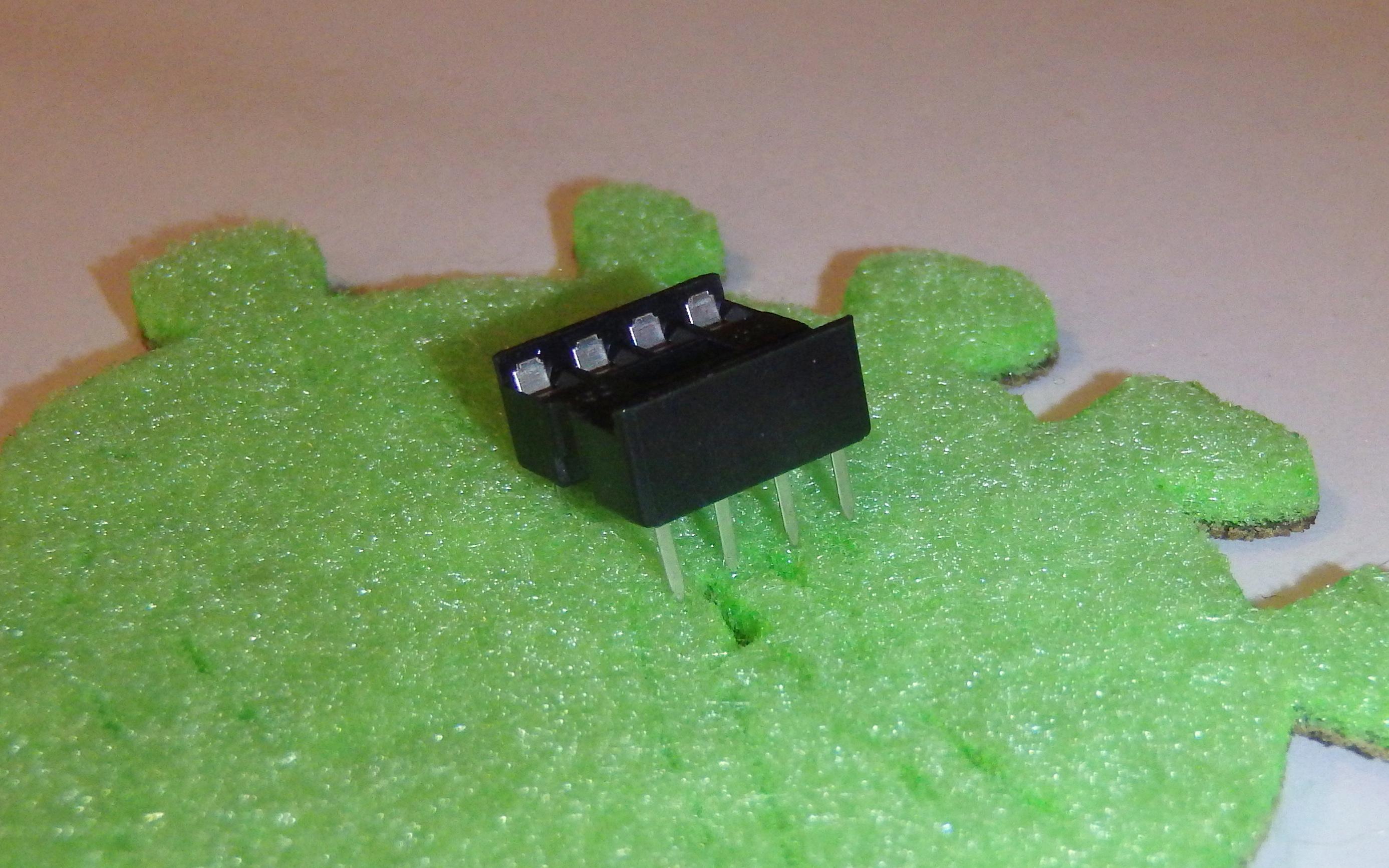 Picture of Lock in DIP Socket