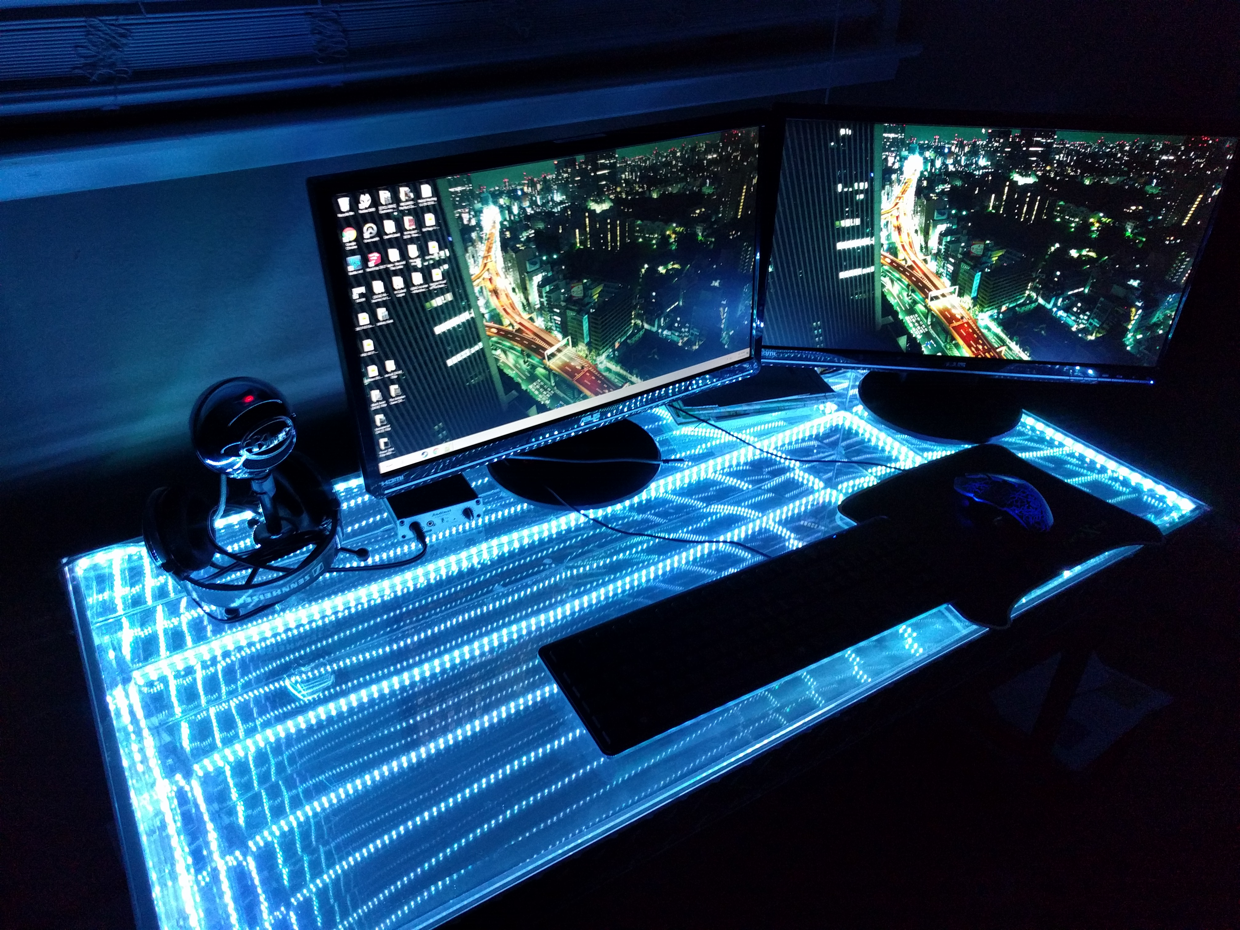 Picture of Tesseract Infinity Desk