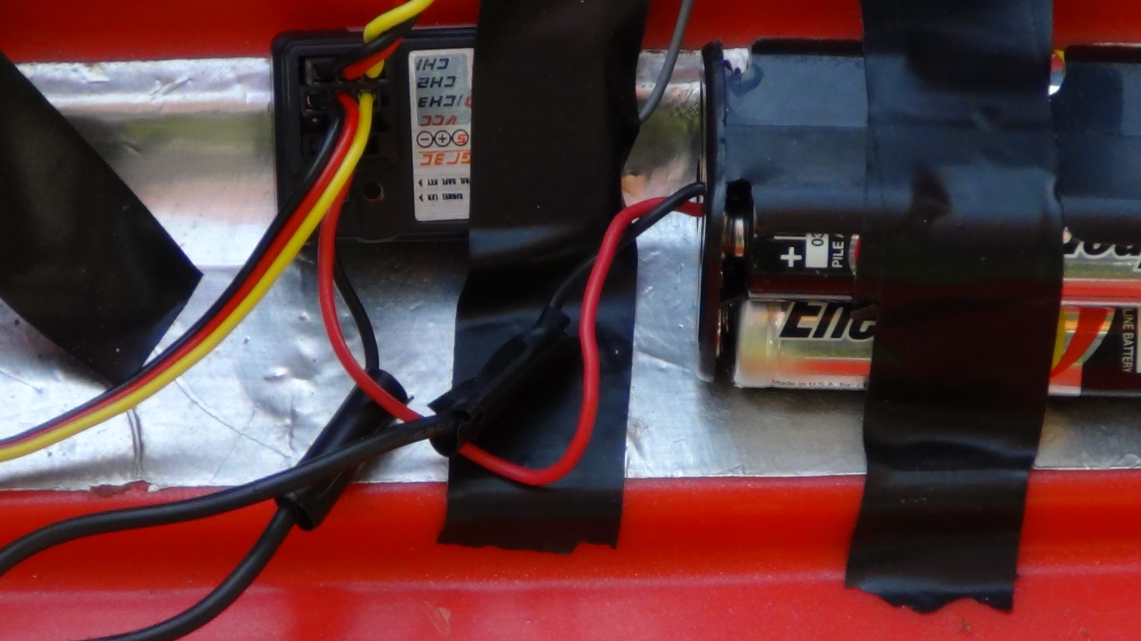 Picture of Attach Servos to Receiver