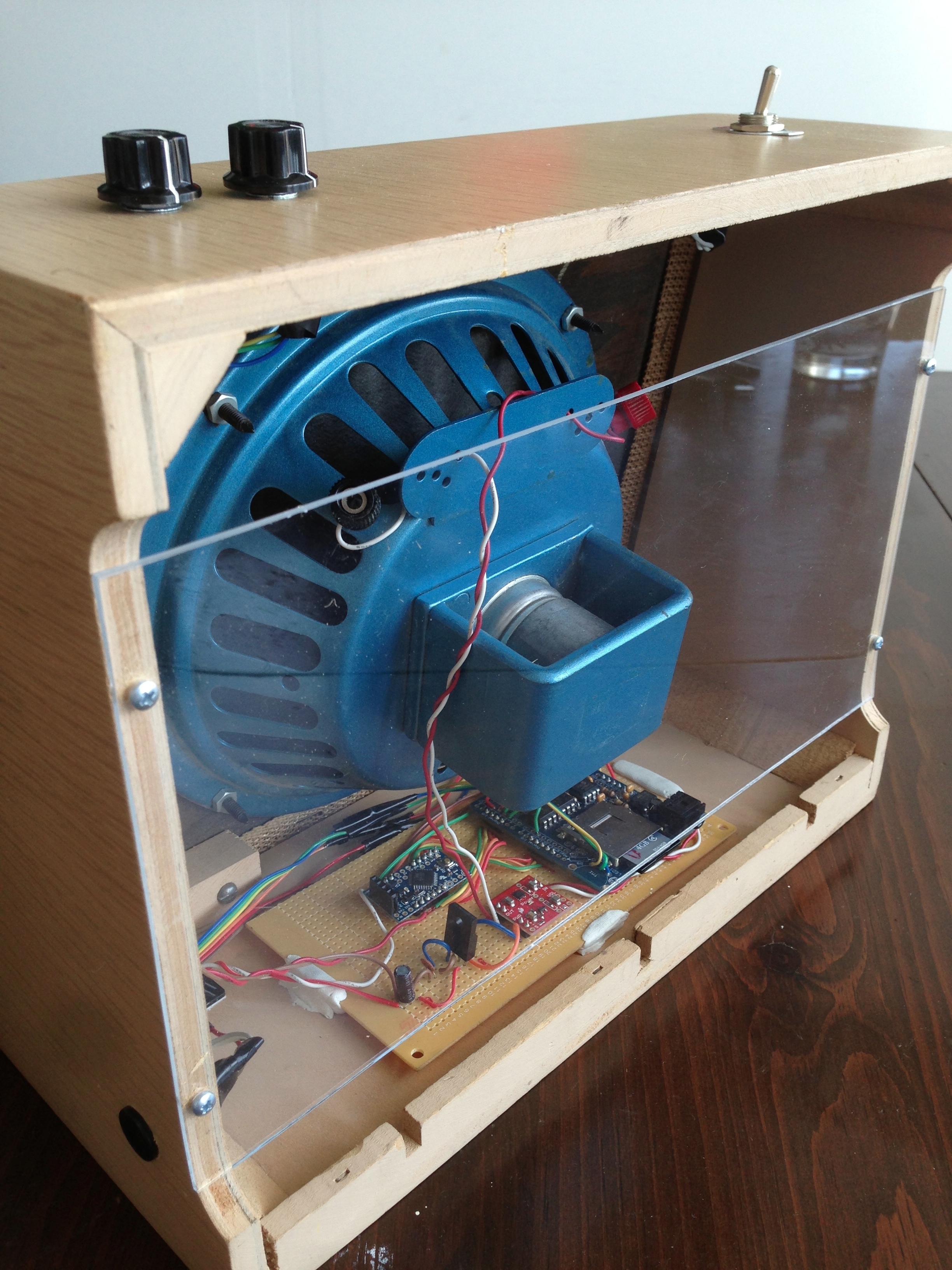 Picture of Arduino Music Box Inside a Vintage Transistor Radio