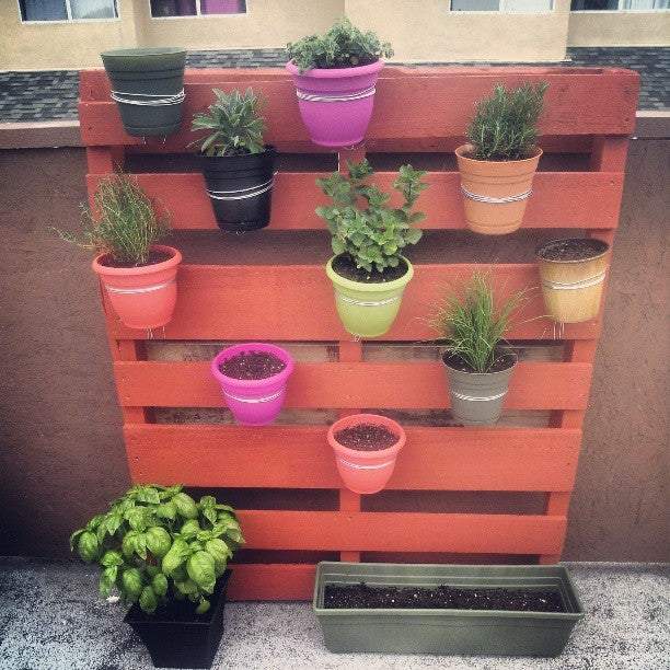 Vertical Pallet Garden: 4 Steps (with Pictures