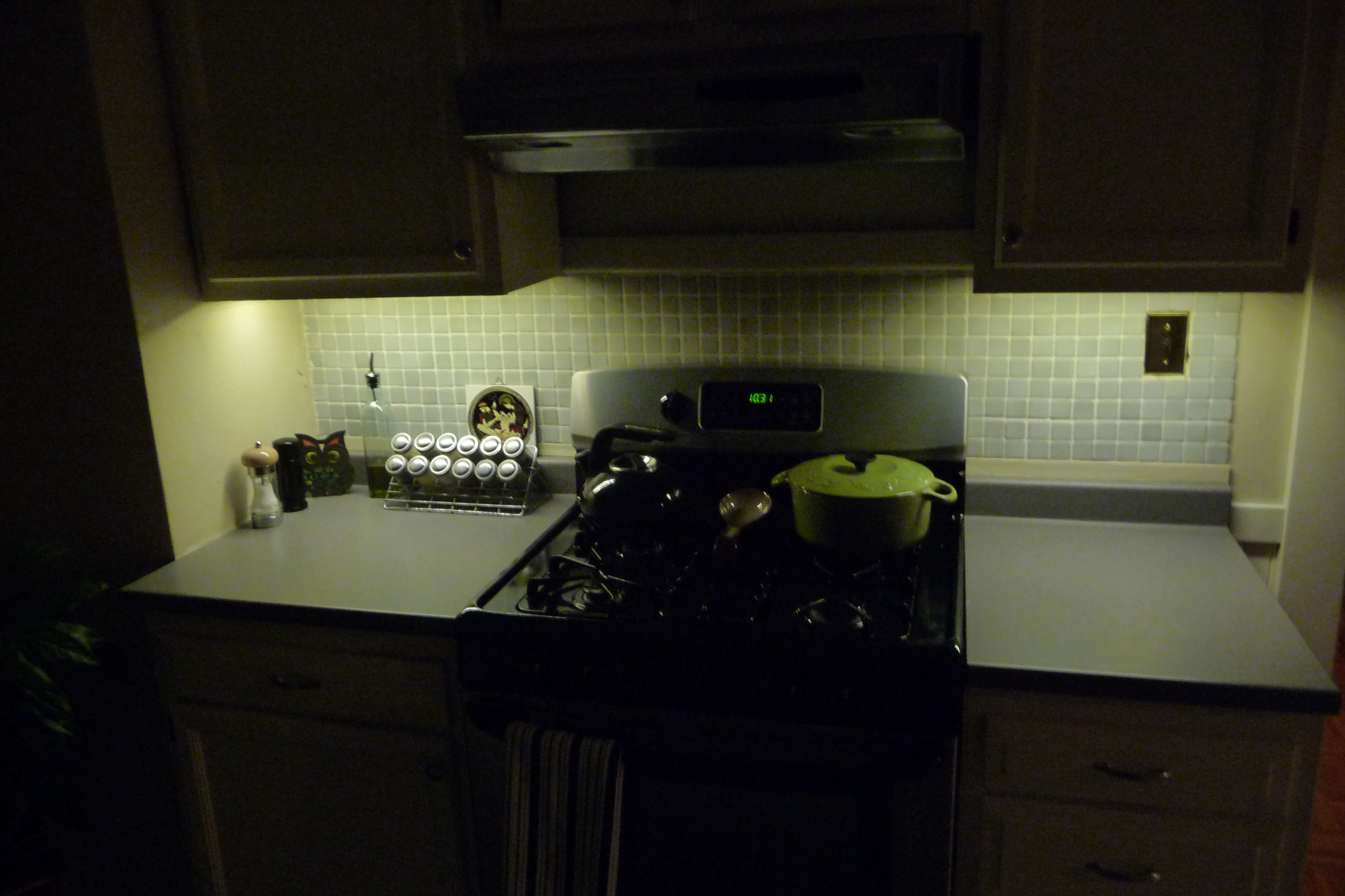 Picture of Battery Powered Undercabinet LEDs