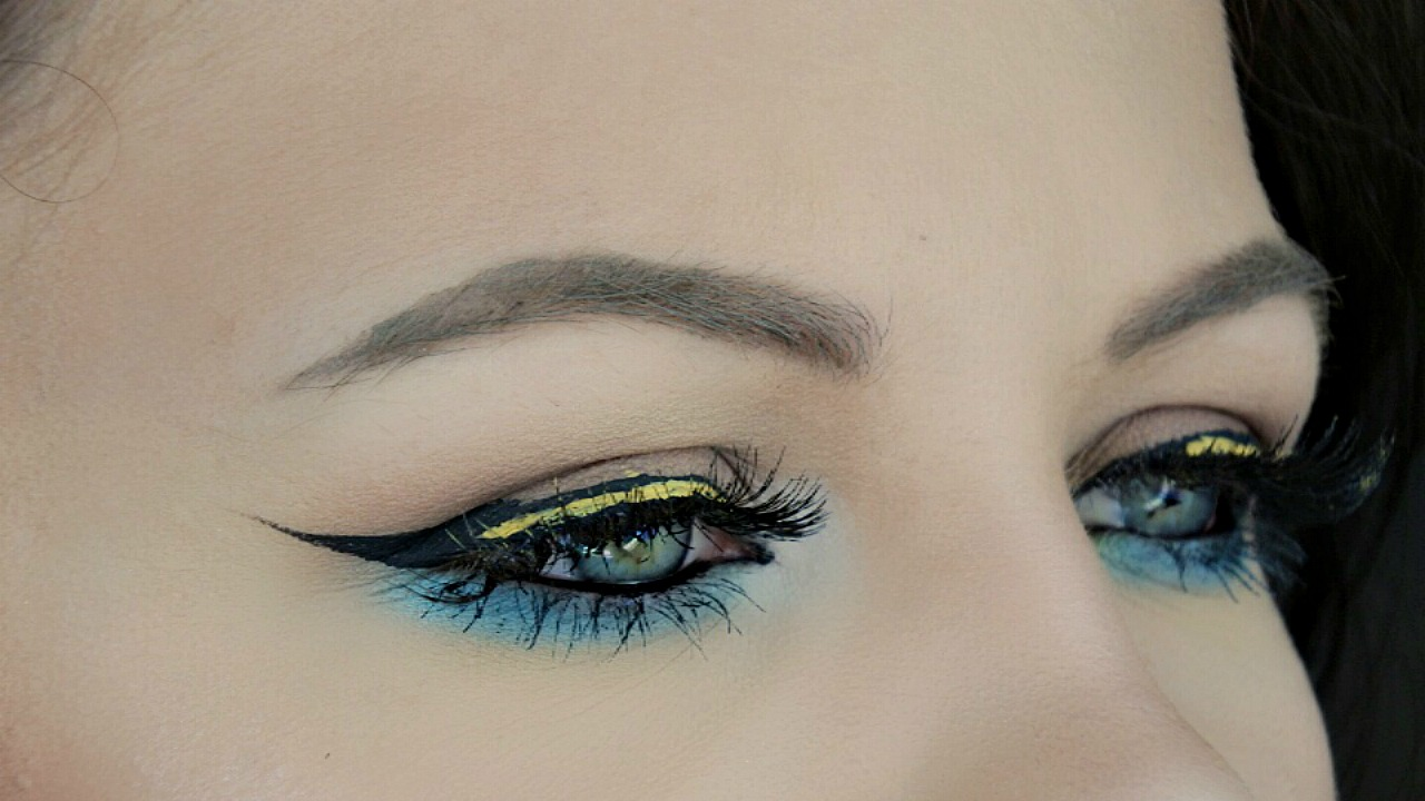 Picture of Colourful Clubbing Makeup Tutorial   DANIELLE SCOTT