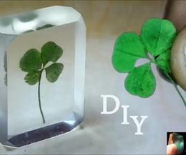 DIY Four-leaf Clover in Resin