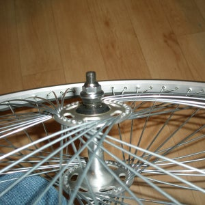 Truing the Wheel 1 ( Fastening the Spokes Up to First Tension )