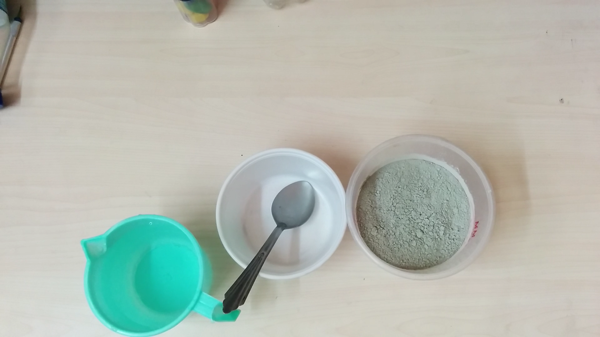 Picture of MIX WATER AND CEMENT