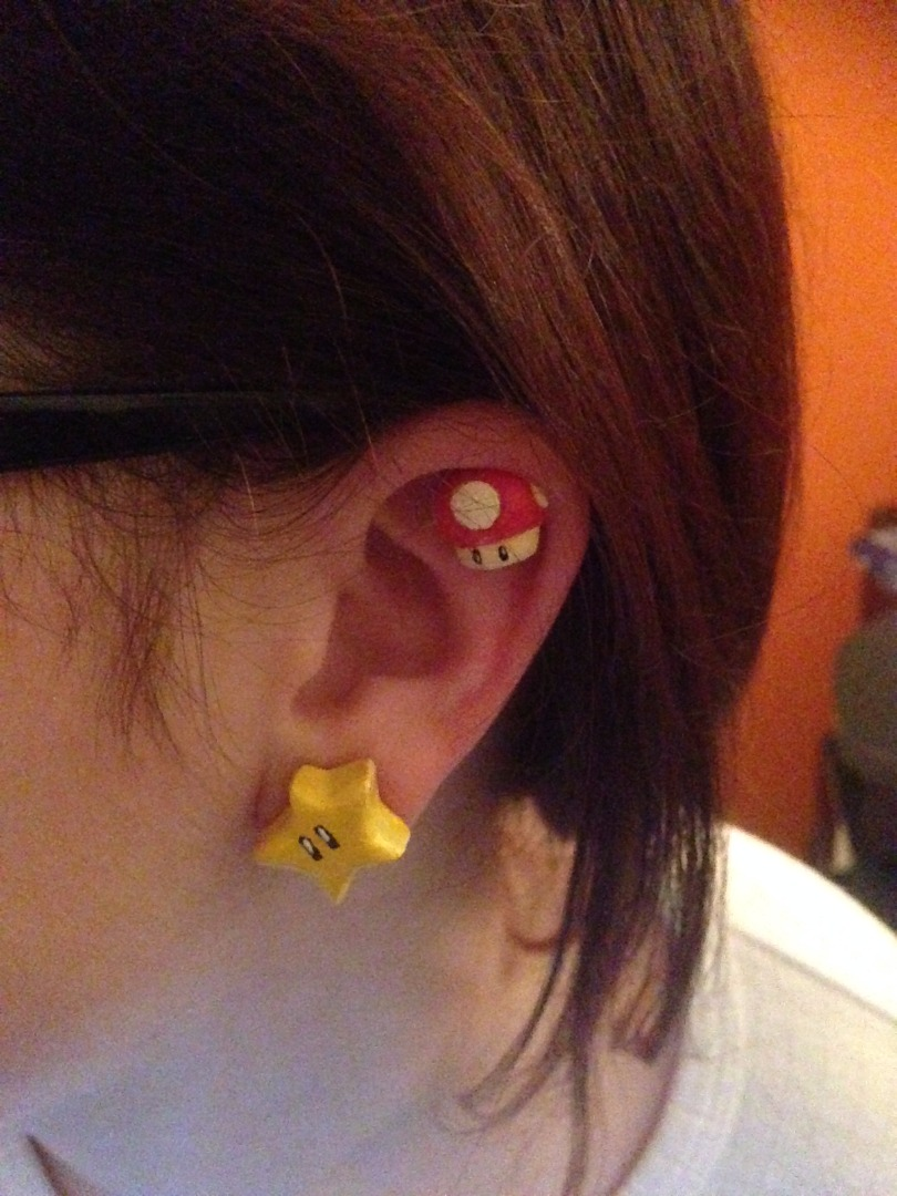 Picture of Magnetic Mario Earrings Super Stars