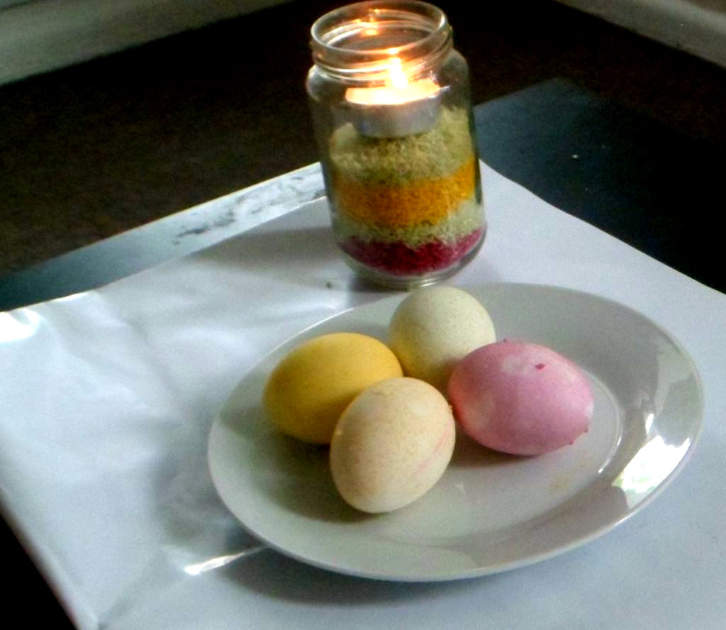Picture of Rainbow Egg Dyeing With Colored Rice