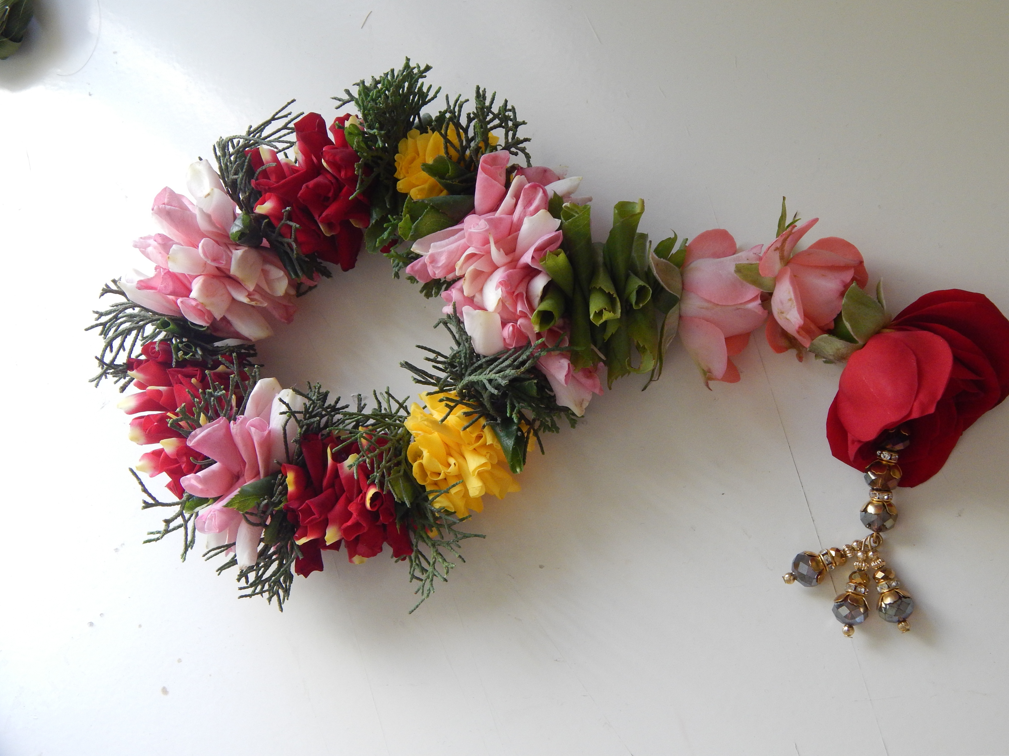 Picture of How to Make a Garland With Rose Petals