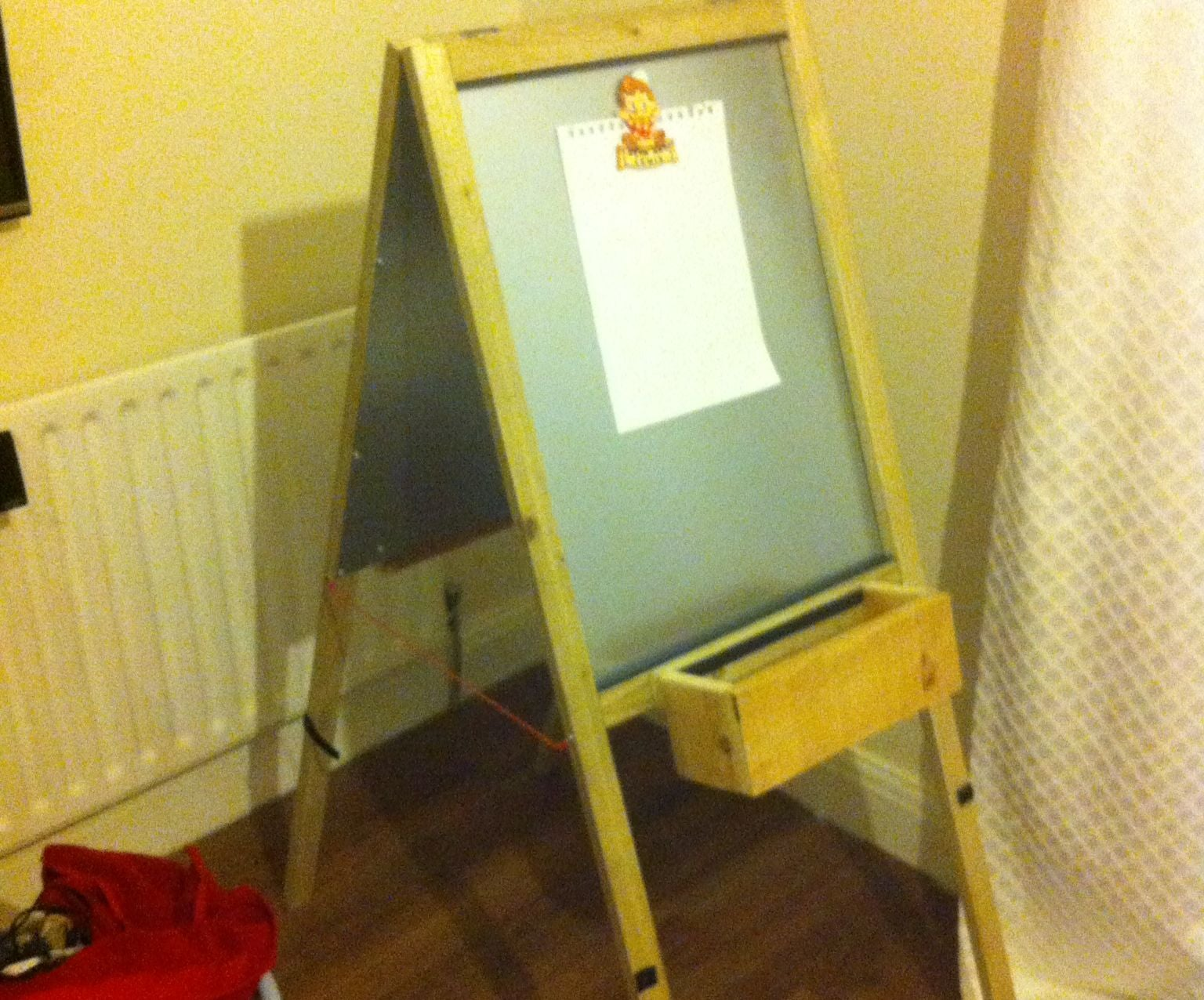 Magnetic Easel for Children: 6 Steps (with Pictures)