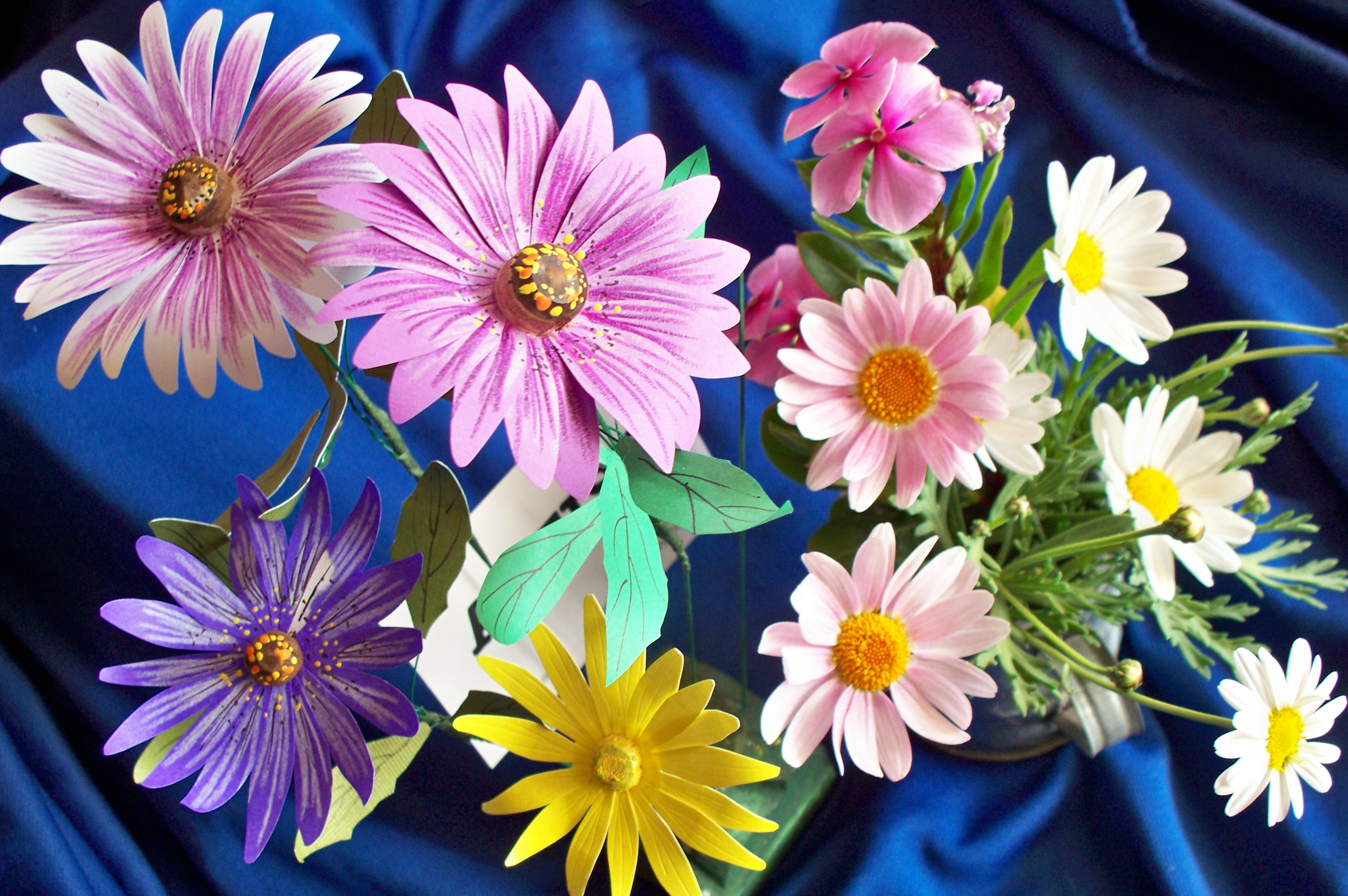 How to make paper daisies 8 steps with pictures picture of how to make paper daisies izmirmasajfo