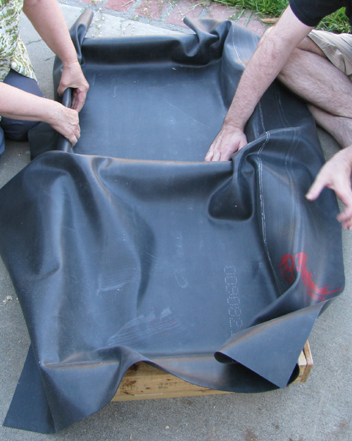 Picture of Line the Tray With Pond Liner