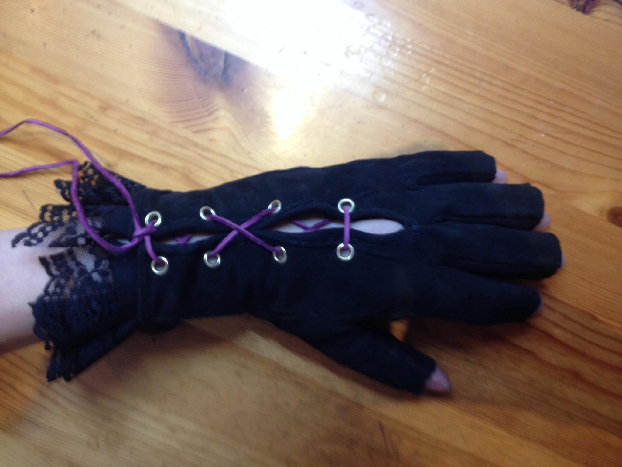 Picture of Geschnürte Handschuhe Mit Rüschen