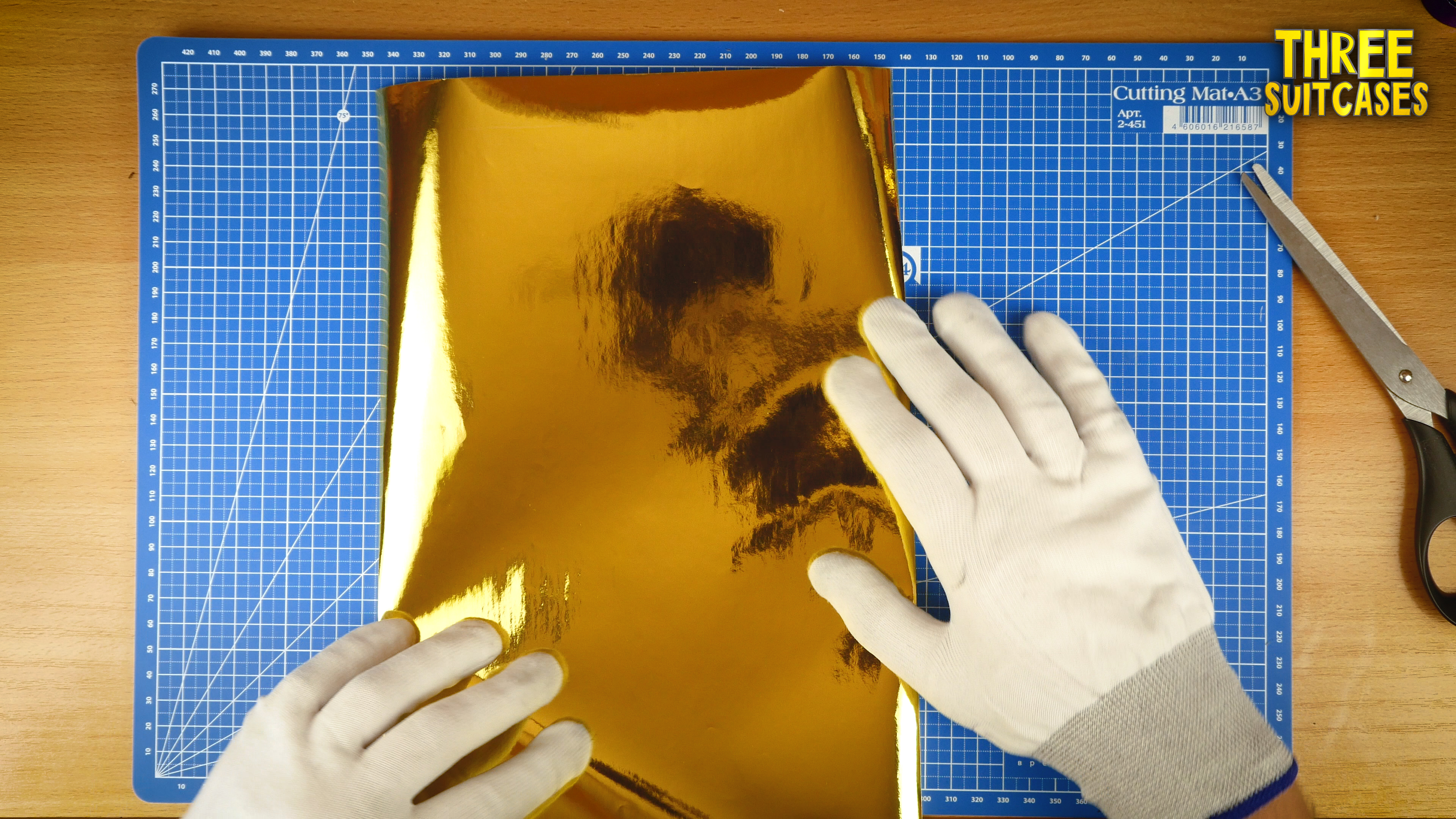 Picture of Make a Rectangle – 29 X 15 Cm From the Sheet of Gold or Silver Paper