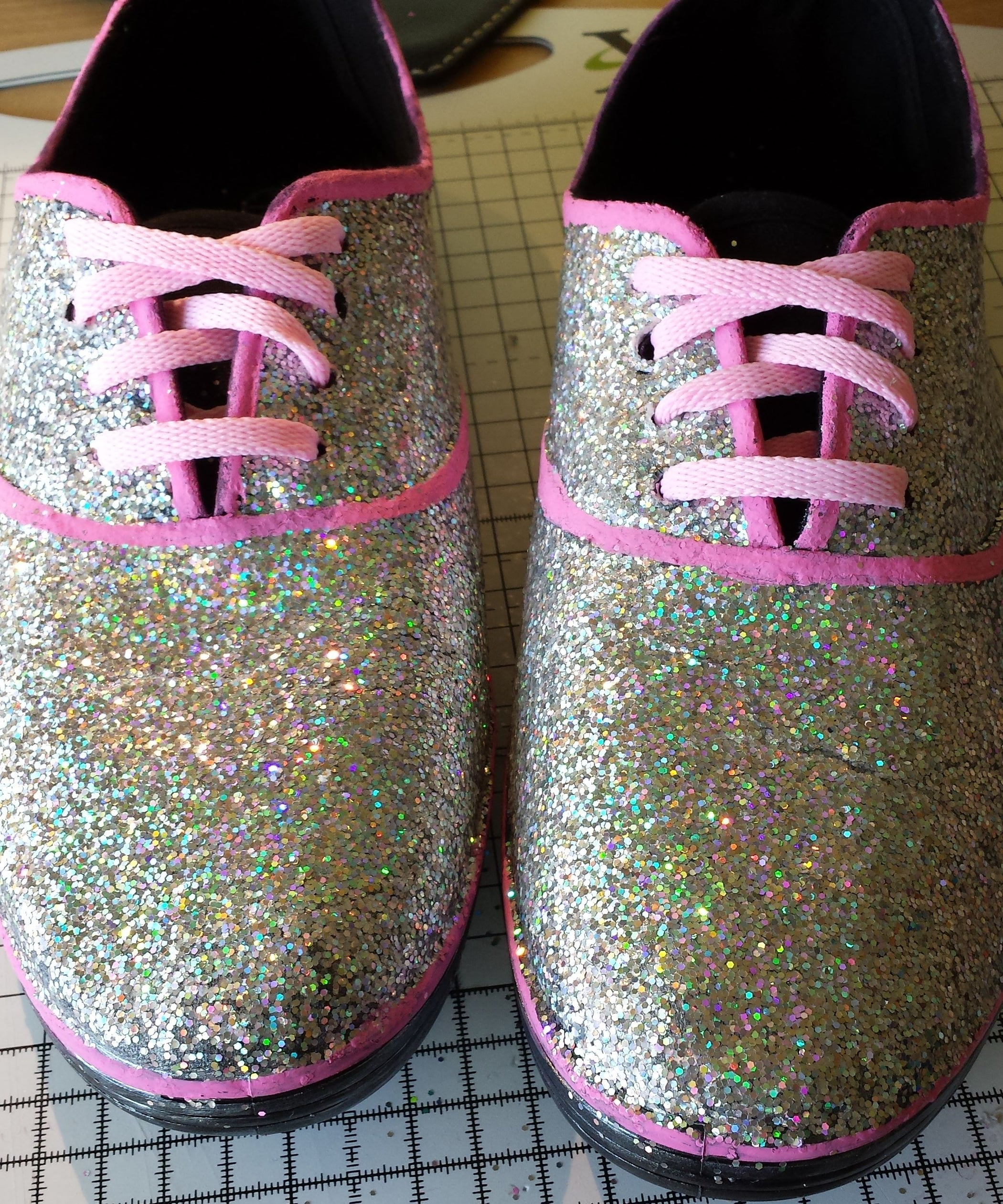 ecdb0ceb Glitter Trainers/Sneakers: 6 Steps (with Pictures)