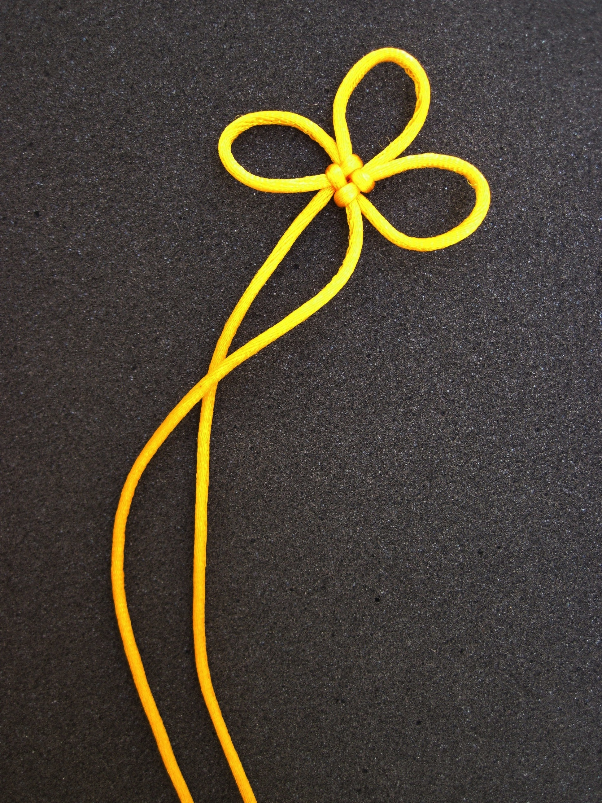 Picture of Chinese Knot Art: the 3-Leaf Clover Knot