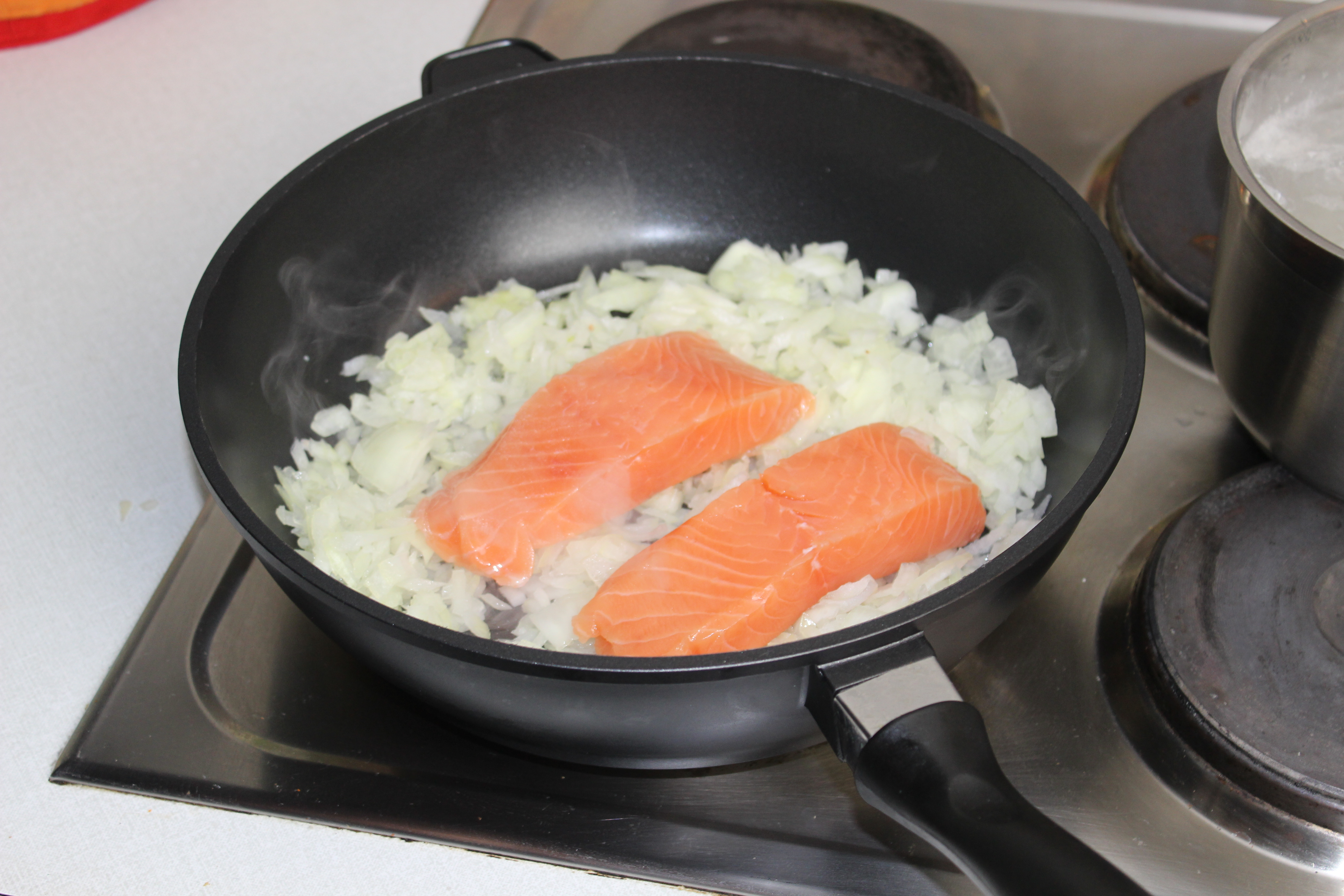 Picture of Salmon With Rice in Apple-parsnip-fig-sauce