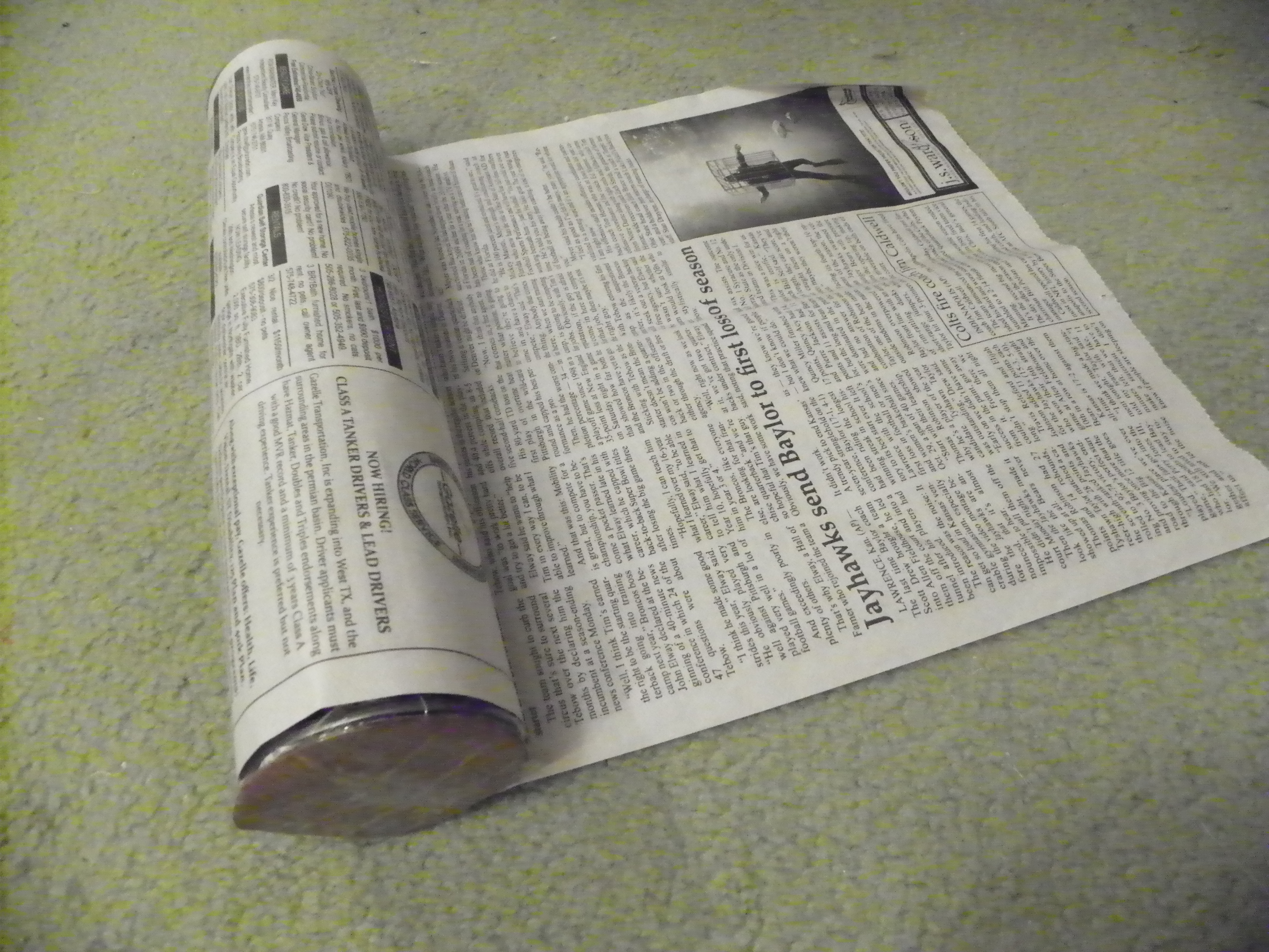 Picture of Wrapping Columns With Newspaper