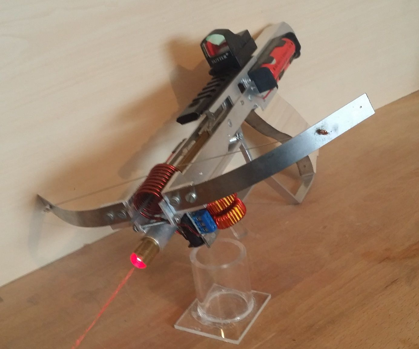 Half Life 2 Glowing Bolt Crossbow: 5 Steps (with Pictures)