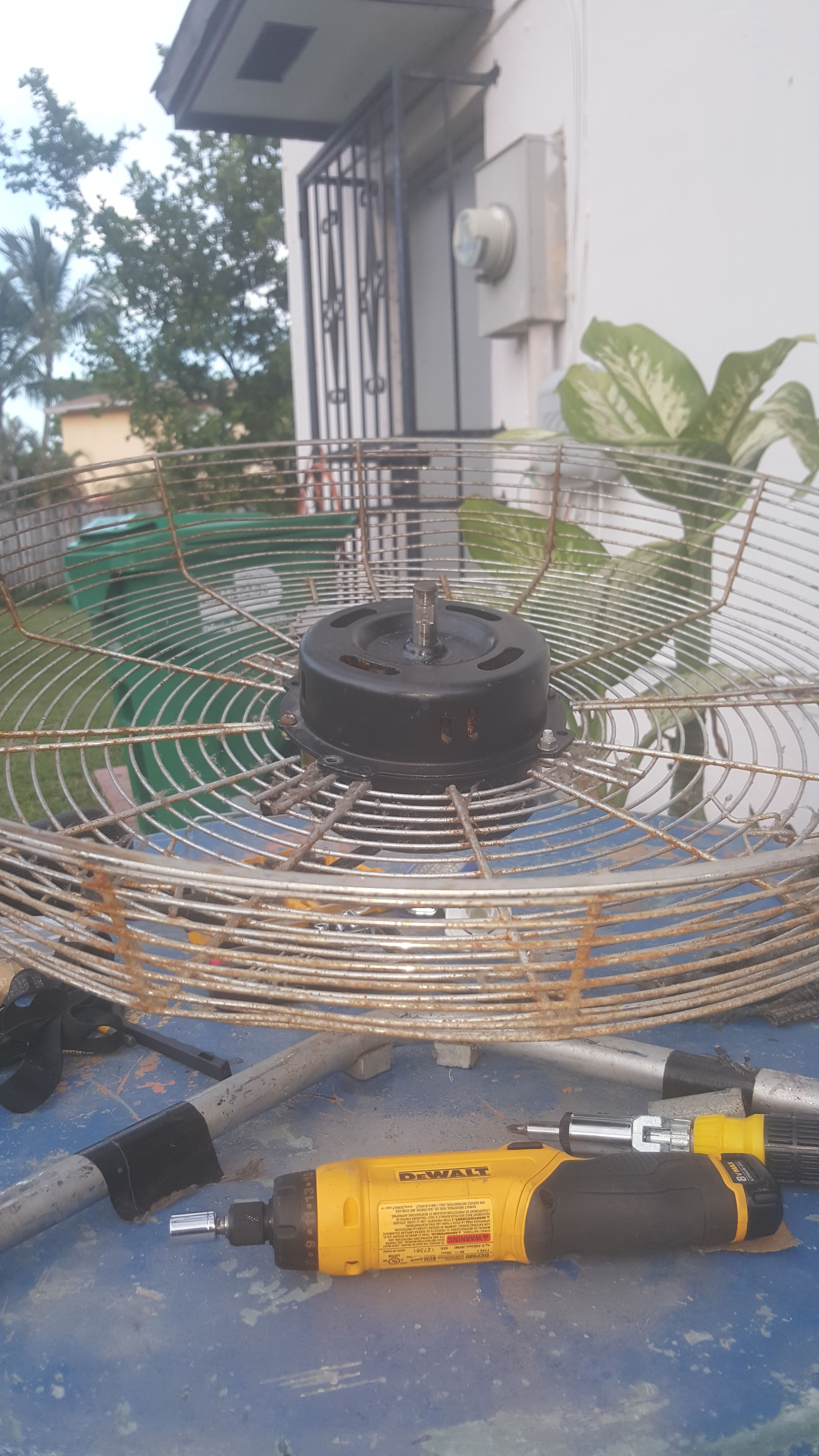 Picture of Let's the Tent the Motor and Fan Blades.