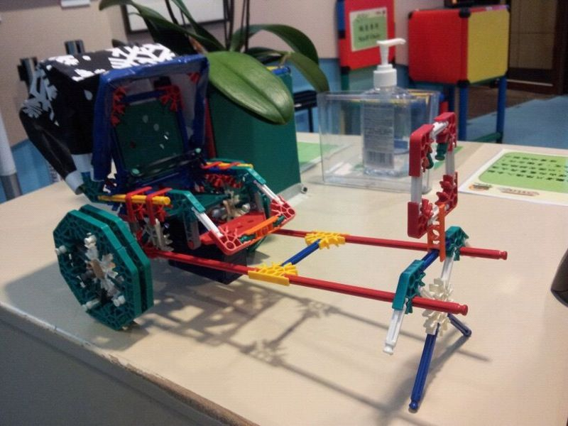 Picture of Chinese Rickshaw With Knex Man