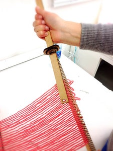 Set the Yarn and Hold Between Rods
